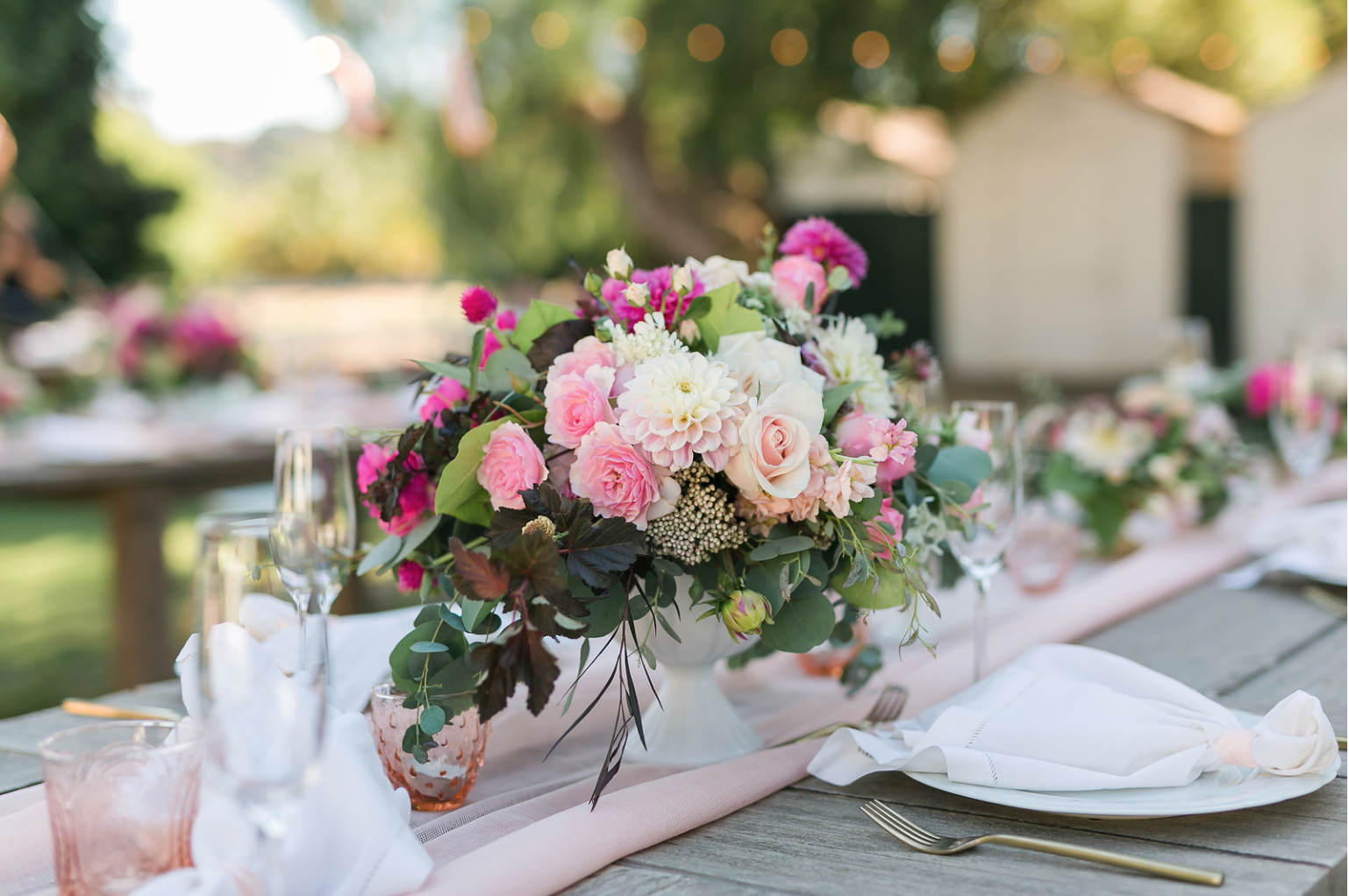 www.santabarbarawedding.com | Mattei's Tavern | Staci Stack Photography | Margaret Joan Floral | Reception Table Arrangement