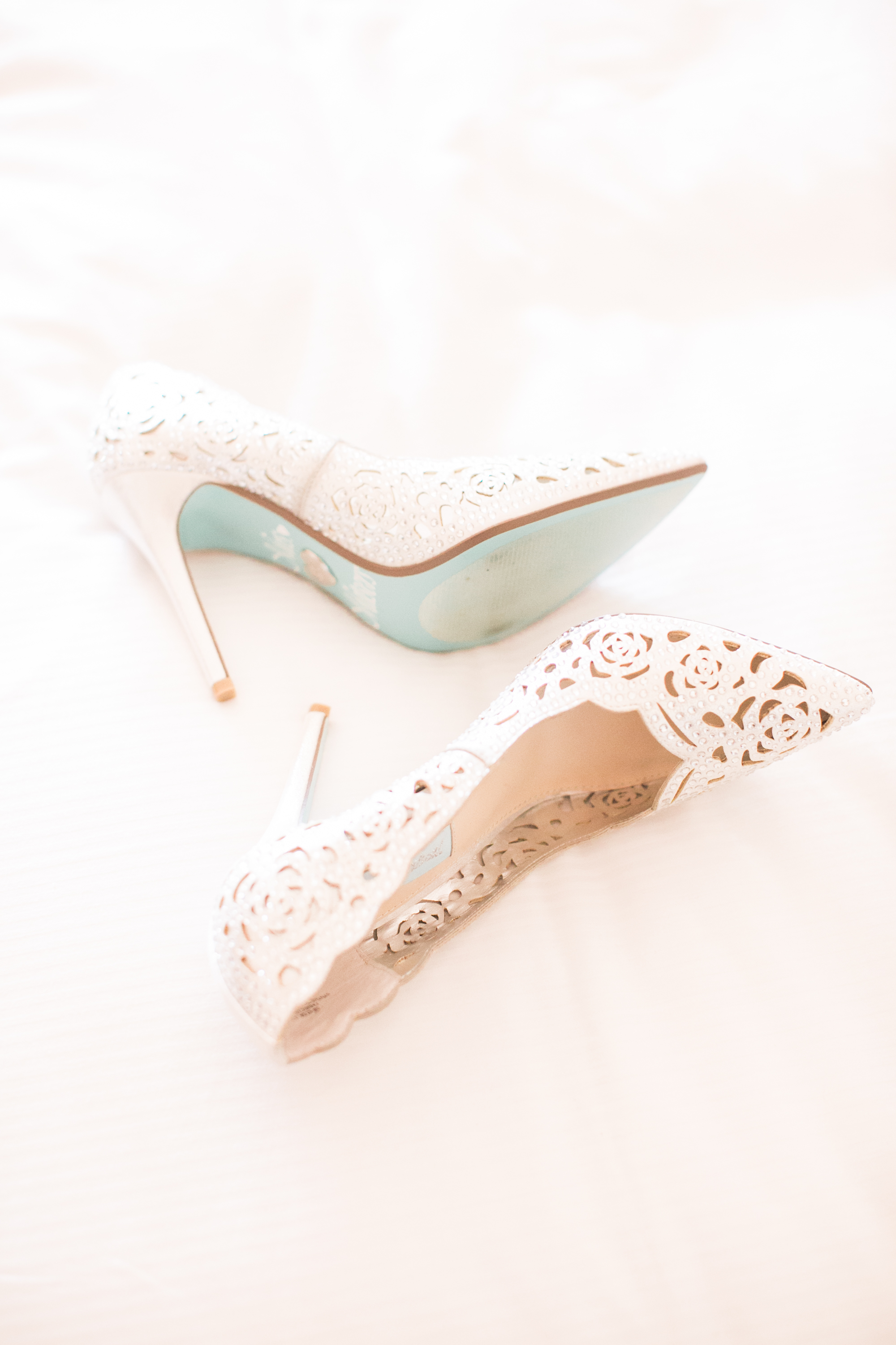 www.santabarbarawedding.com | Kelsey Crews | Fess Parker Doubletree | Bride's Shoes