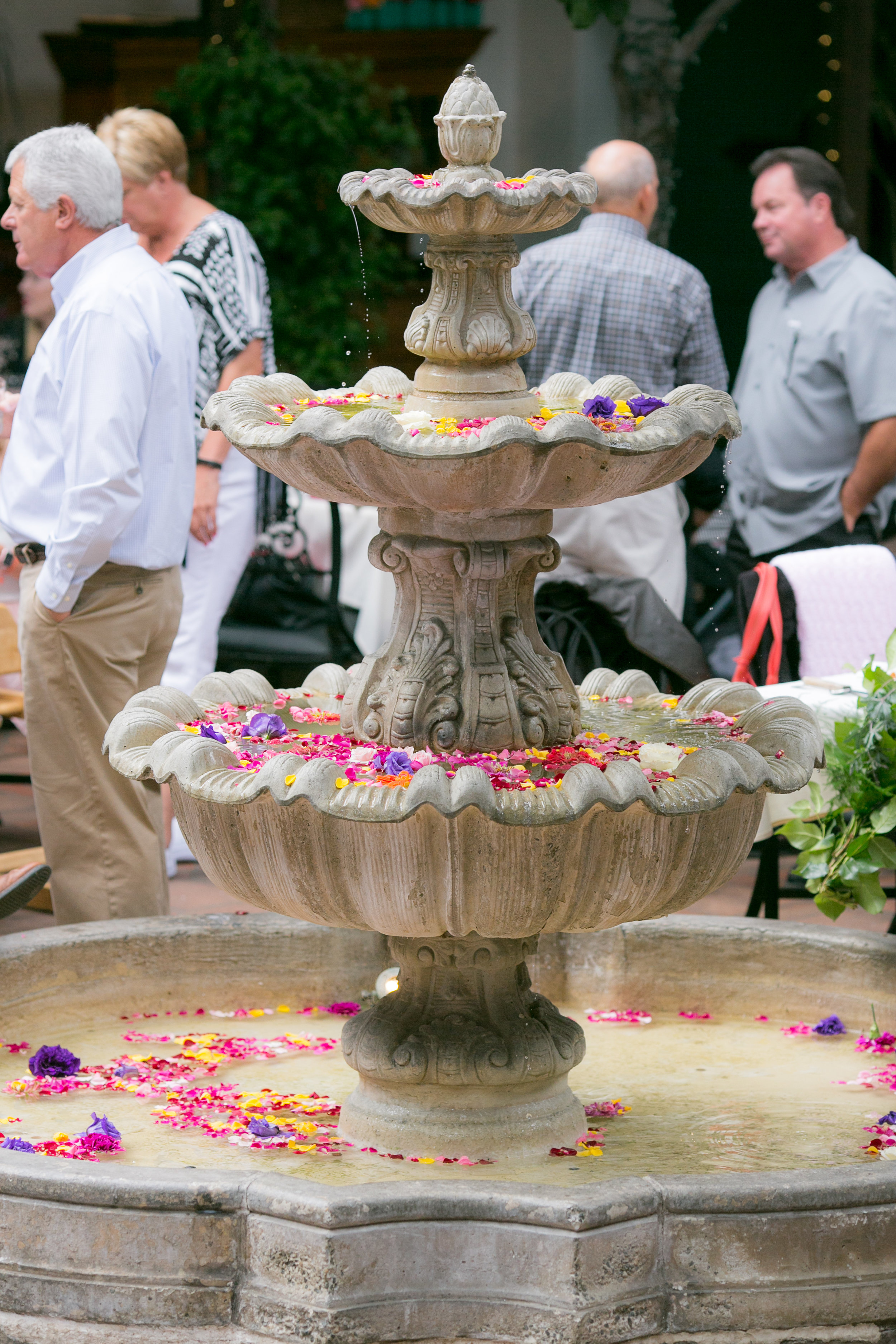 www.santabarbarawedding.com | Boone & Stacie Weddings | Santa Barbara Courthouse | El Paseo | Fountain