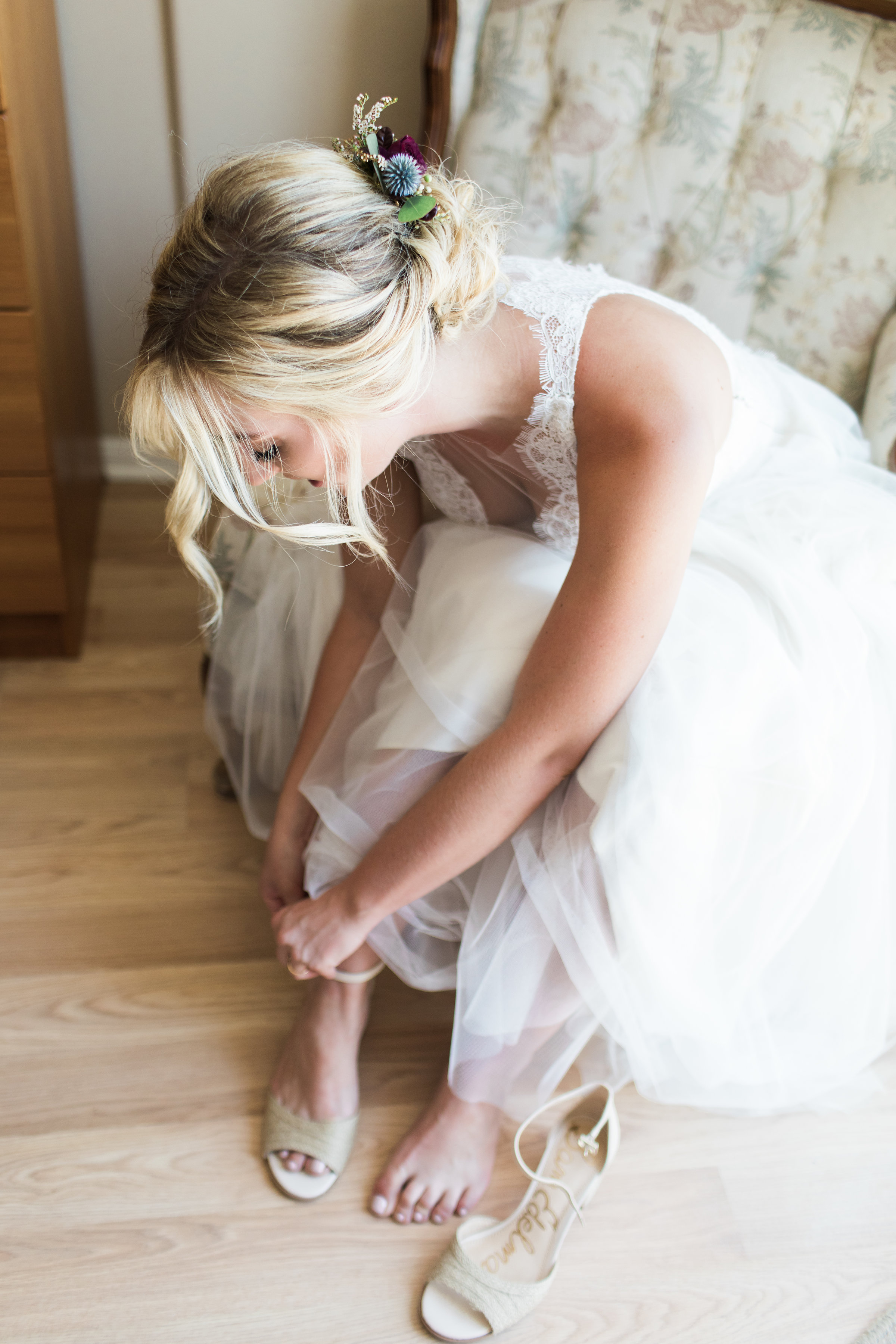 www.santabarbarawedding.com | Ann Johnson | Katie Shuler Photography | Ventura Botanical Gardens | Bride Getting Ready