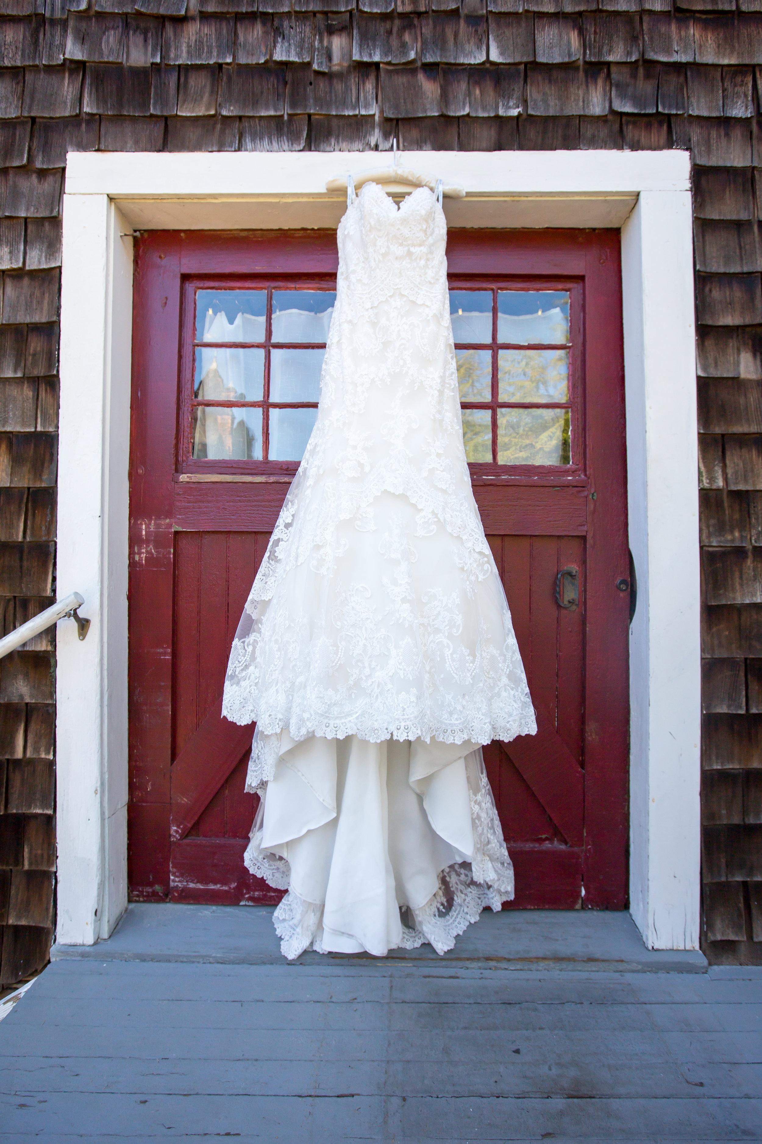 www.santabarbarawedding.com | Elizabeth Victoria Photo | Garden Street Academy | Wedding Gown