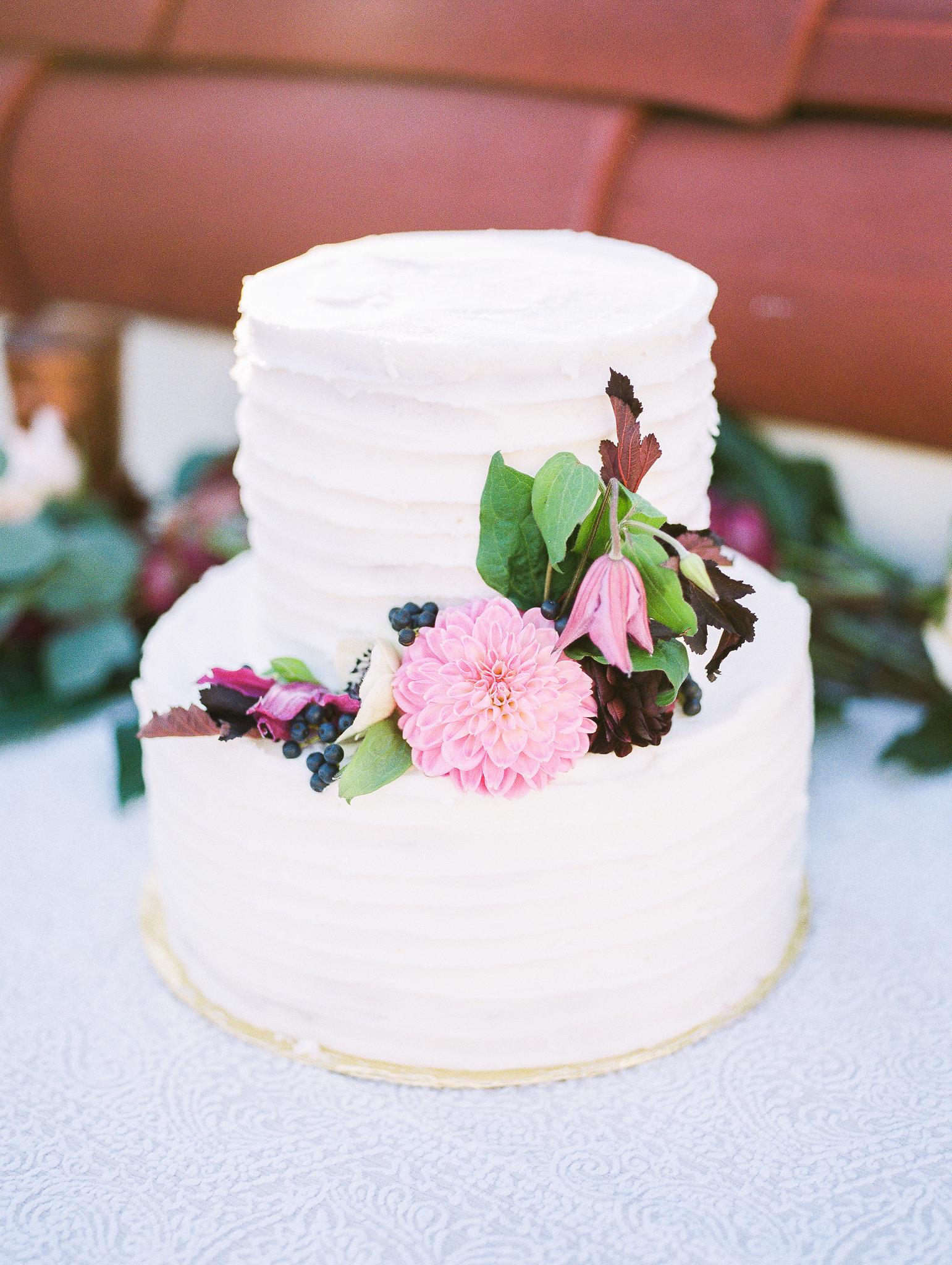 www.santabarbarawedding.com | Grace Kathryn Photography | Santa Barbara Courthouse | Canary Hotel | Amazing Days Events | Wedding Cake