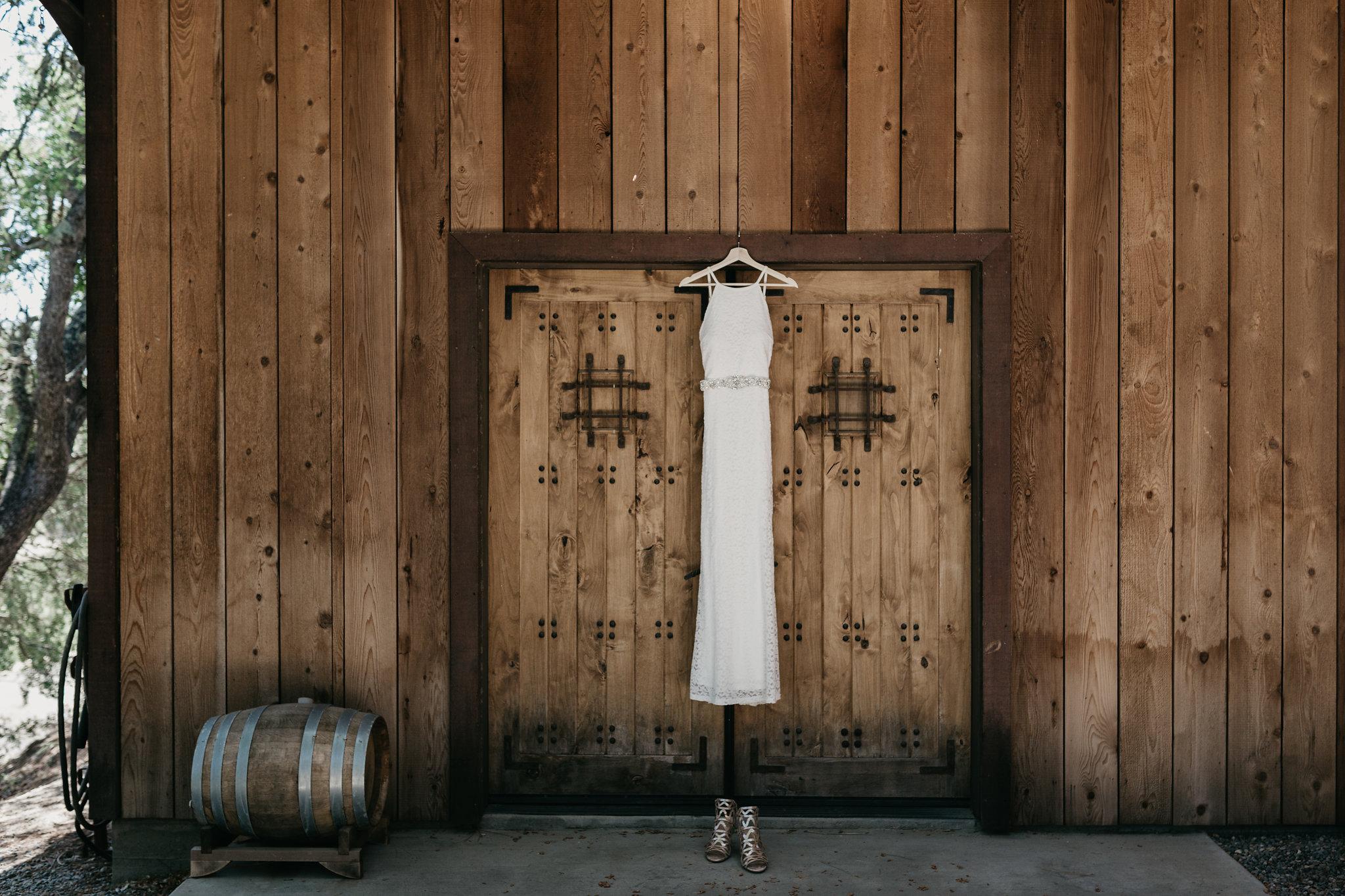 www.santabarbarawedding.com | Terra Mia Vineyard | Diana Lake Photography | Wedding Dress