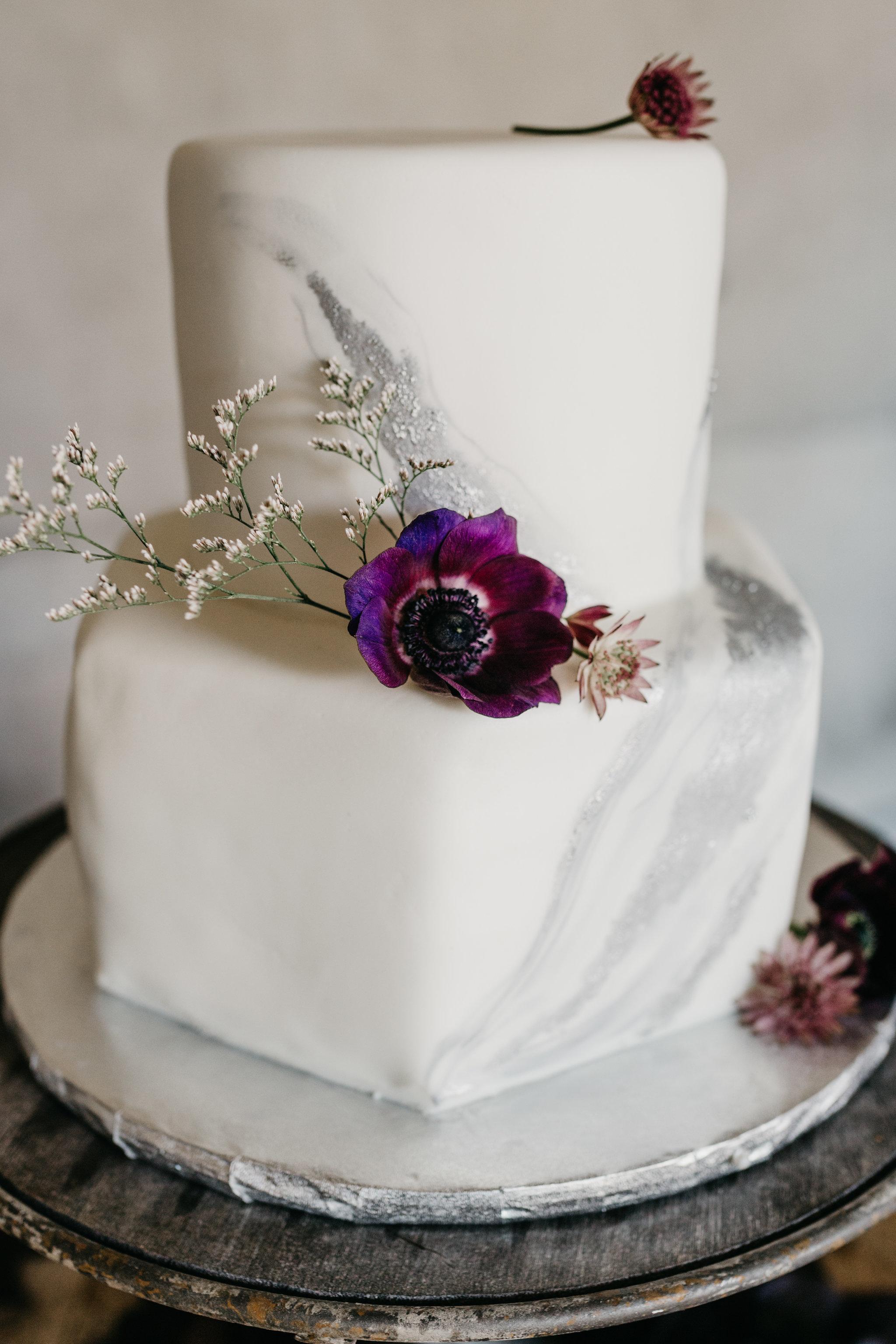 www.santabarbarawedding.com | Terra Mia Vineyard | Diana Lake Photography | Wedding Cake