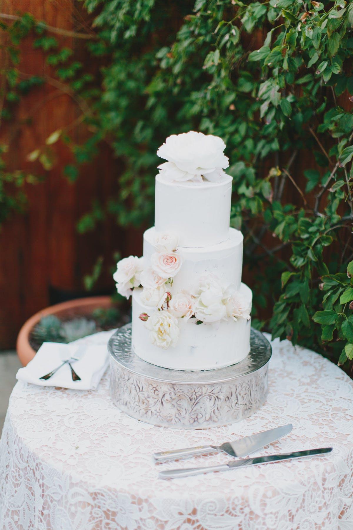www.santabarbarawedding.com | San Ysidro Ranch | Alegria by Design | Jake + Necia Photography | Wedding Cake