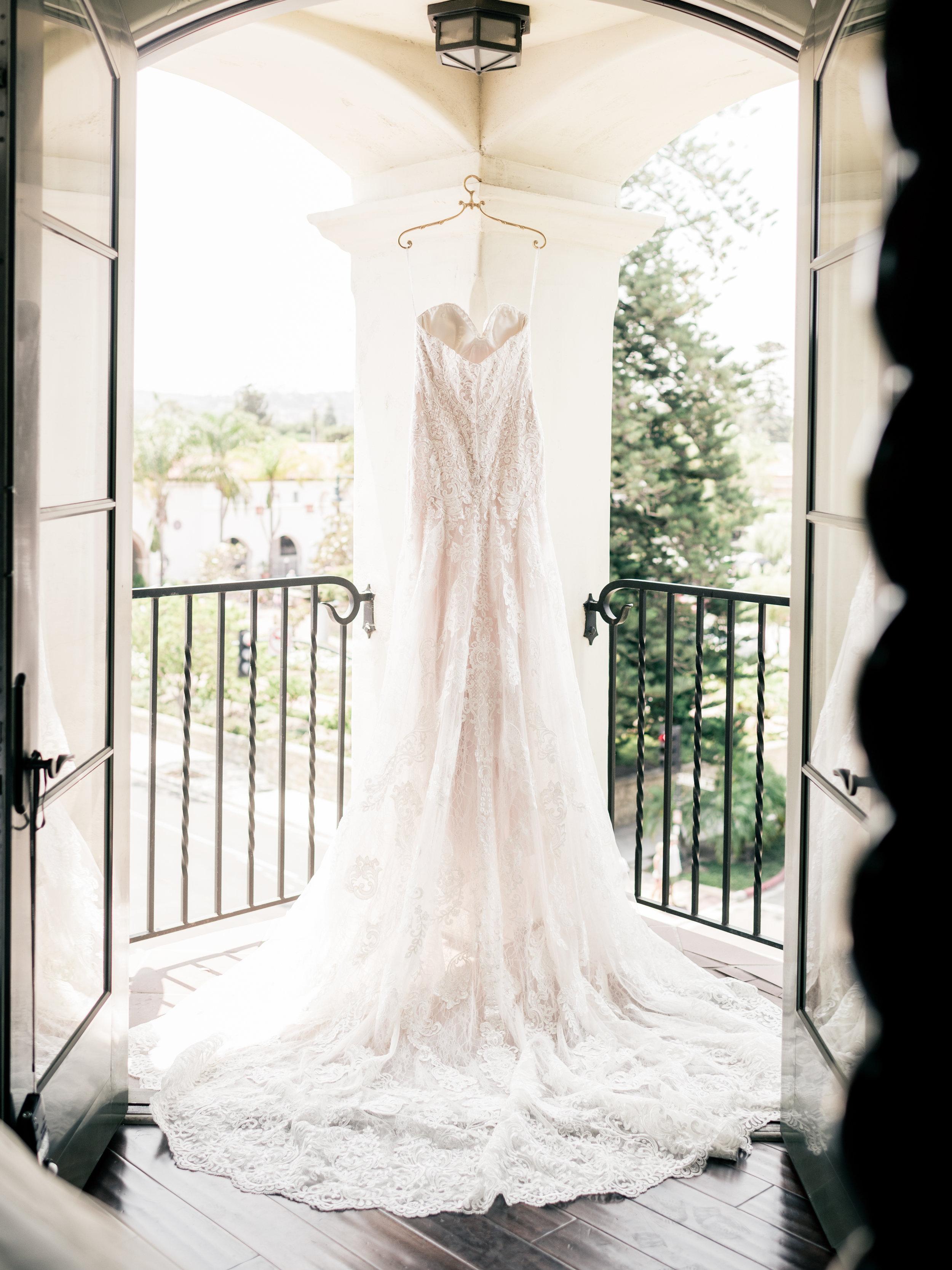 www.santabarbarawedding.com   El Presidio   Santa Barbara Club   Taralynn Lawton   Wedding Dress