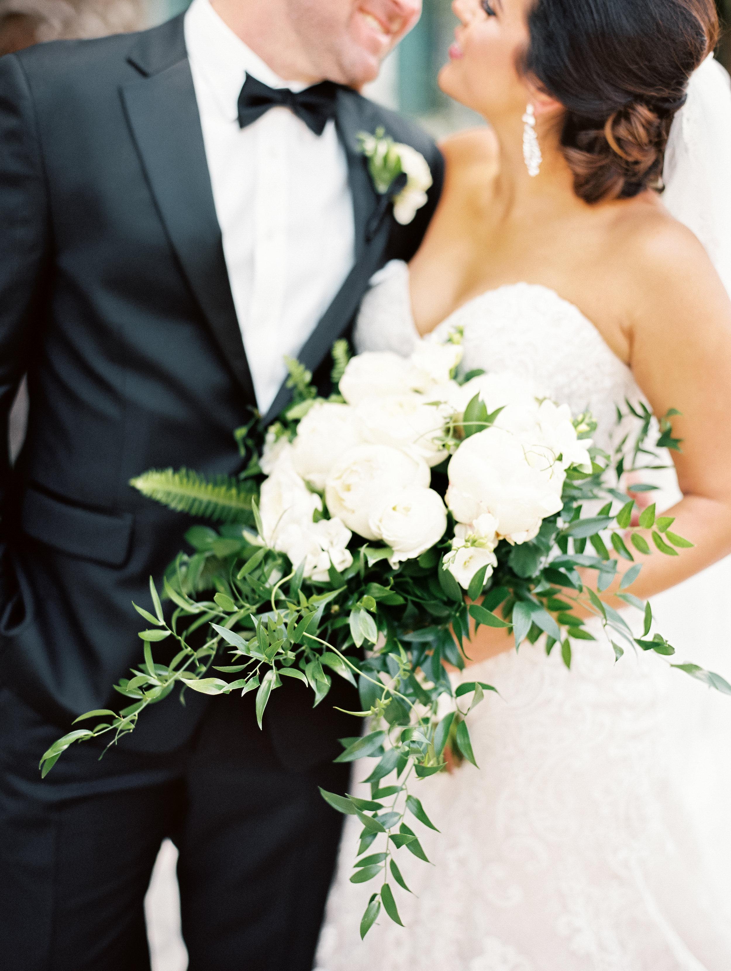www.santabarbarawedding.com   El Presidio   Santa Barbara Club   Taralynn Lawton   Bridal Bouquet