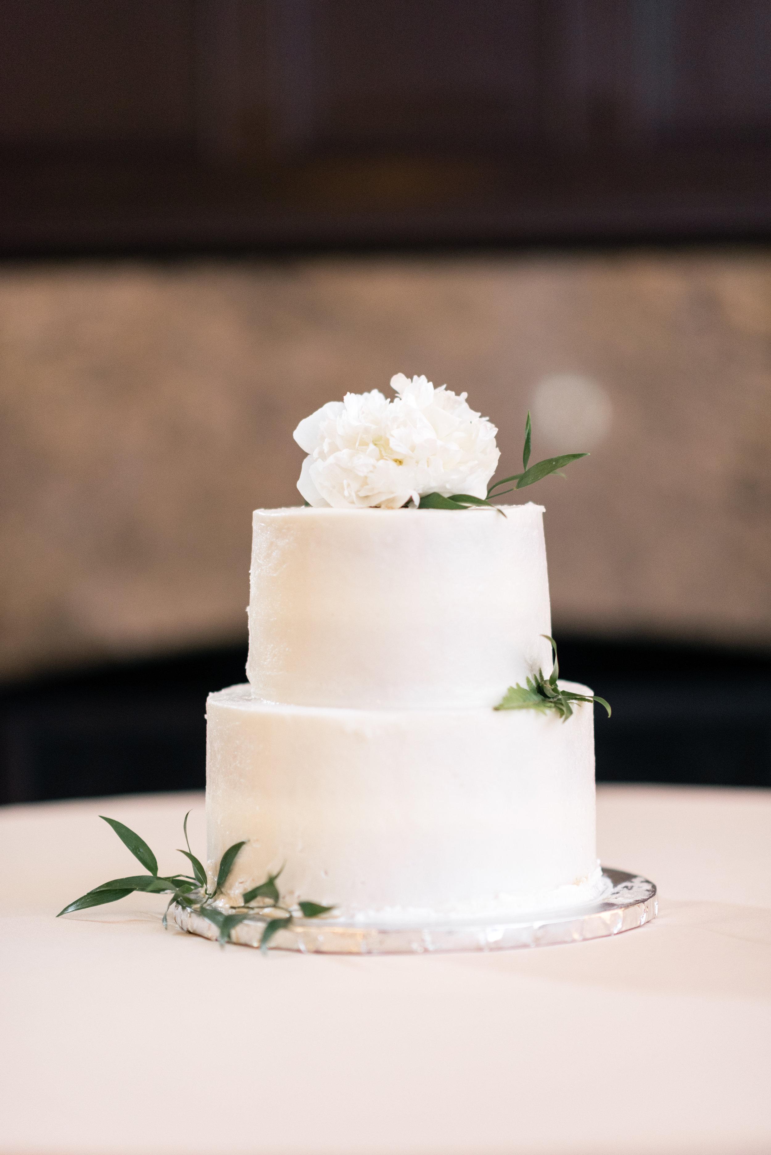 www.santabarbarawedding.com   El Presidio   Santa Barbara Club   Taralynn Lawton   Wedding Cake