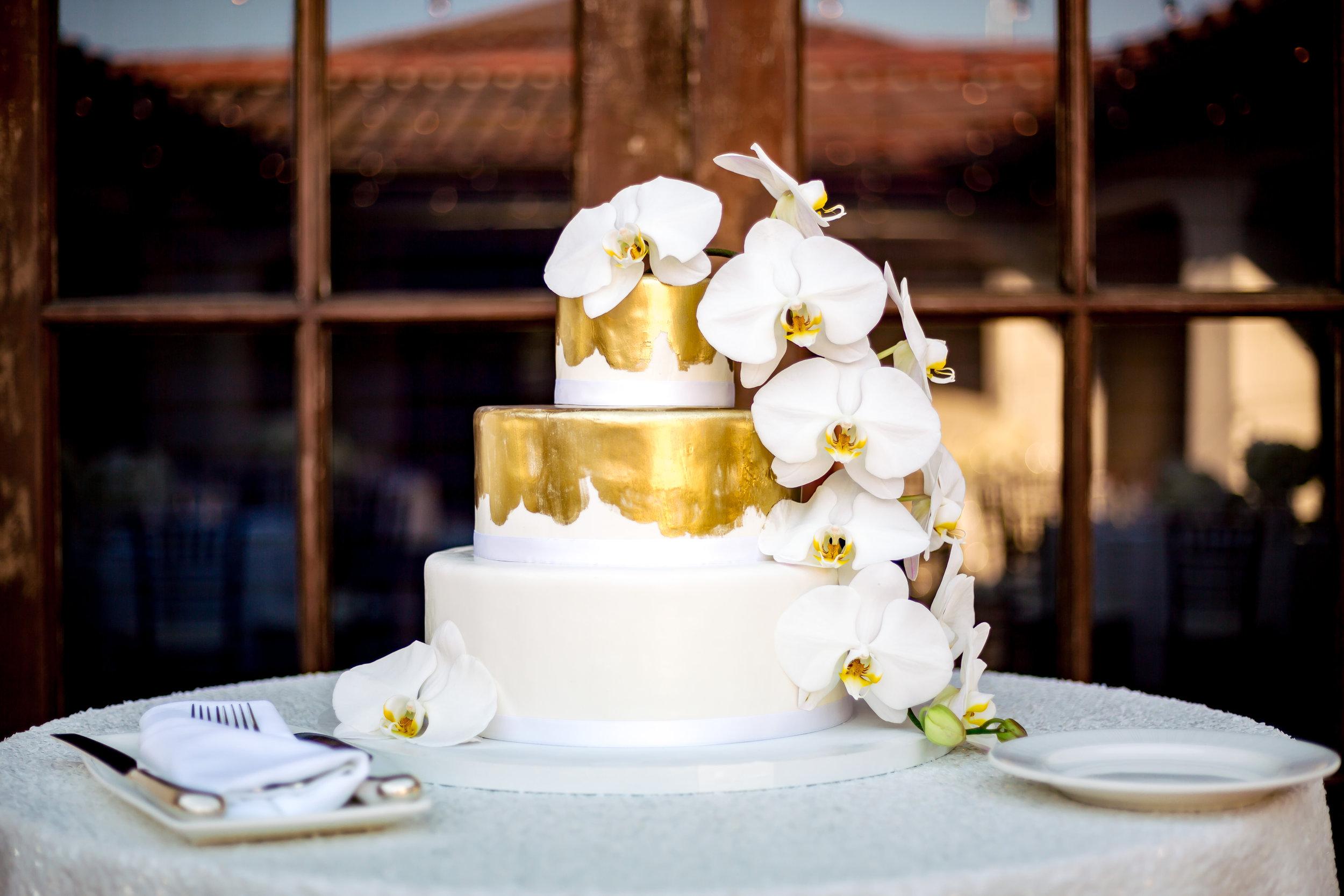 www.santabarbarawedding.com   gold cake   wedding cake   lilac patisserie   rewind photography