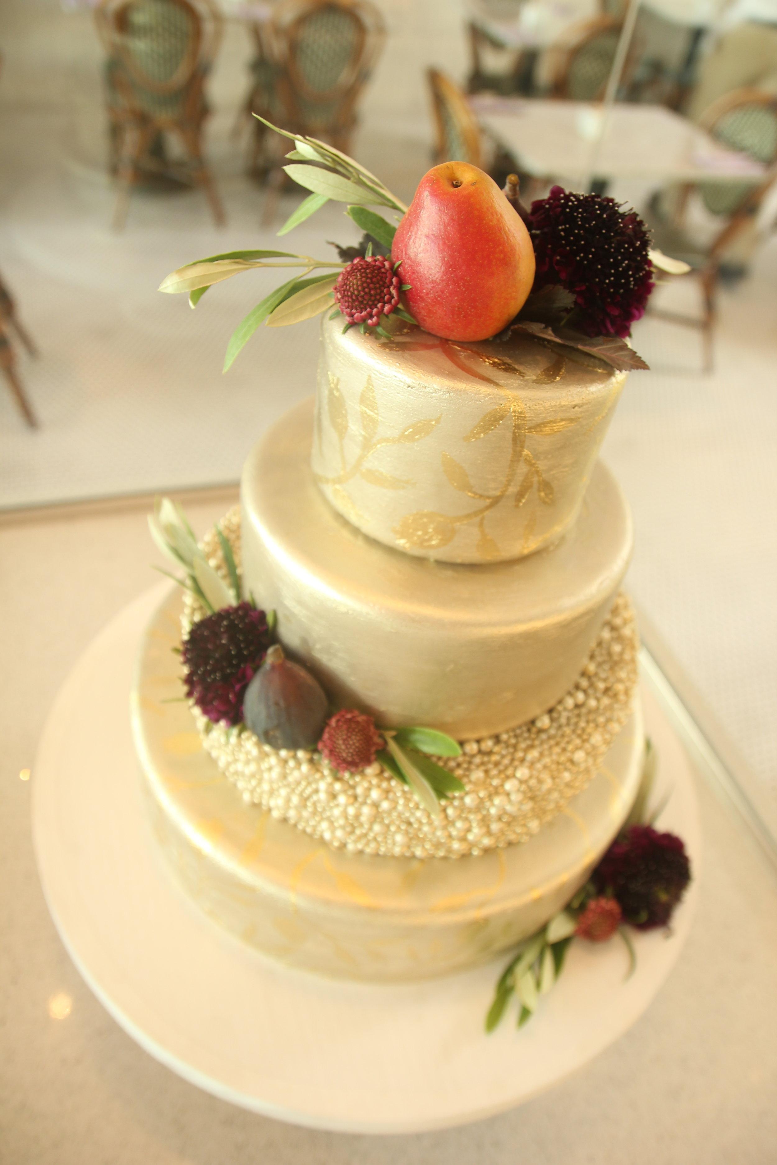 www.santabarbarawedding.com   gold cake   wedding cake   lilac patisserie  