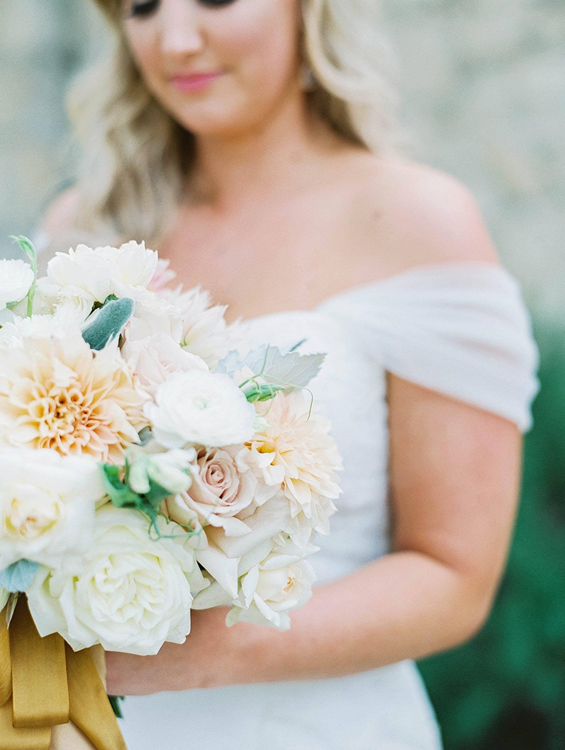 www.santabarbarawedding.com | Sunstone Winery | Luna de Mare | Esoteric Events | Bride and Bouquet