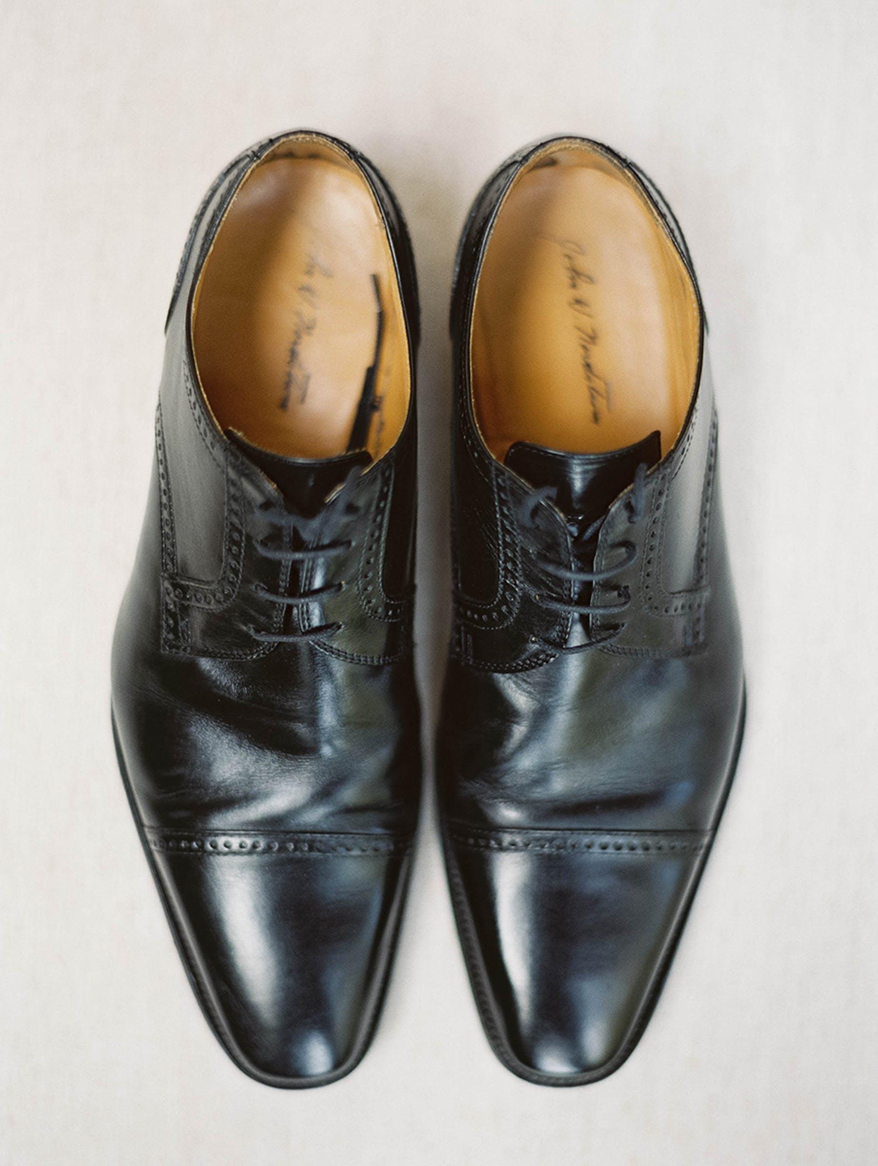www.santabarbarawedding.com | Sunstone Winery | Luna de Mare | Esoteric Events | Groom's Shoes