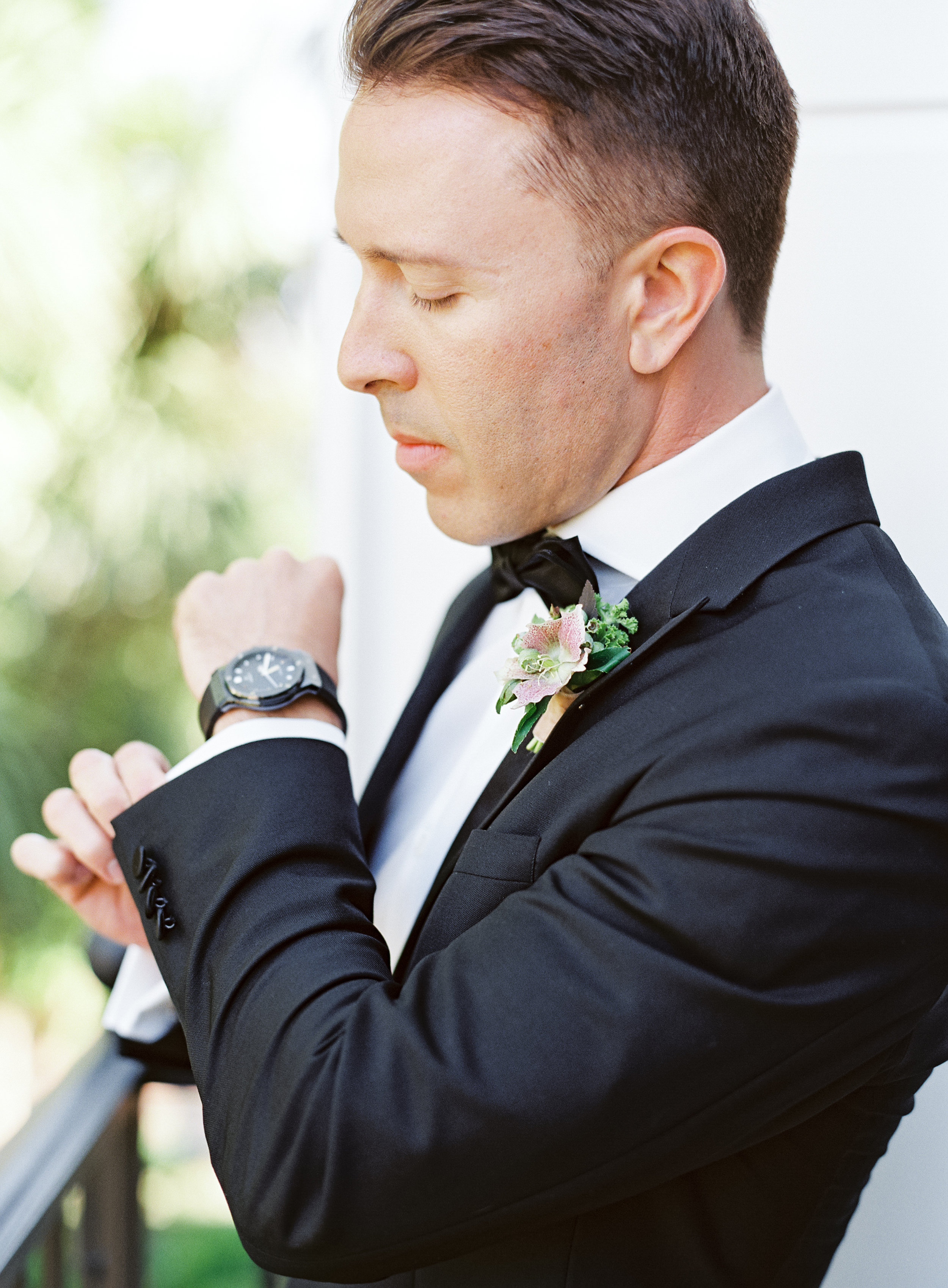 www.santabarbarawedding.com | Belmond El Encanto | Event of the Season | Taryn Grey Photo | Groom getting ready