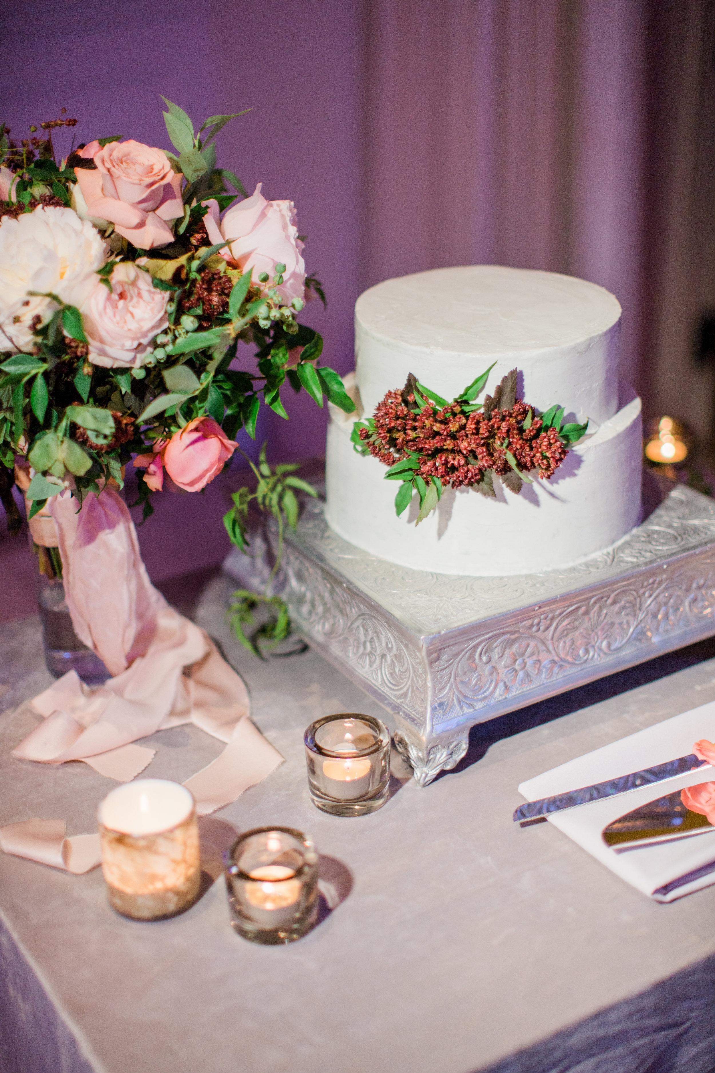 www.santabarbarawedding.com | Belmond El Encanto | Event of the Season | Taryn Grey Photo | Wedding Cake