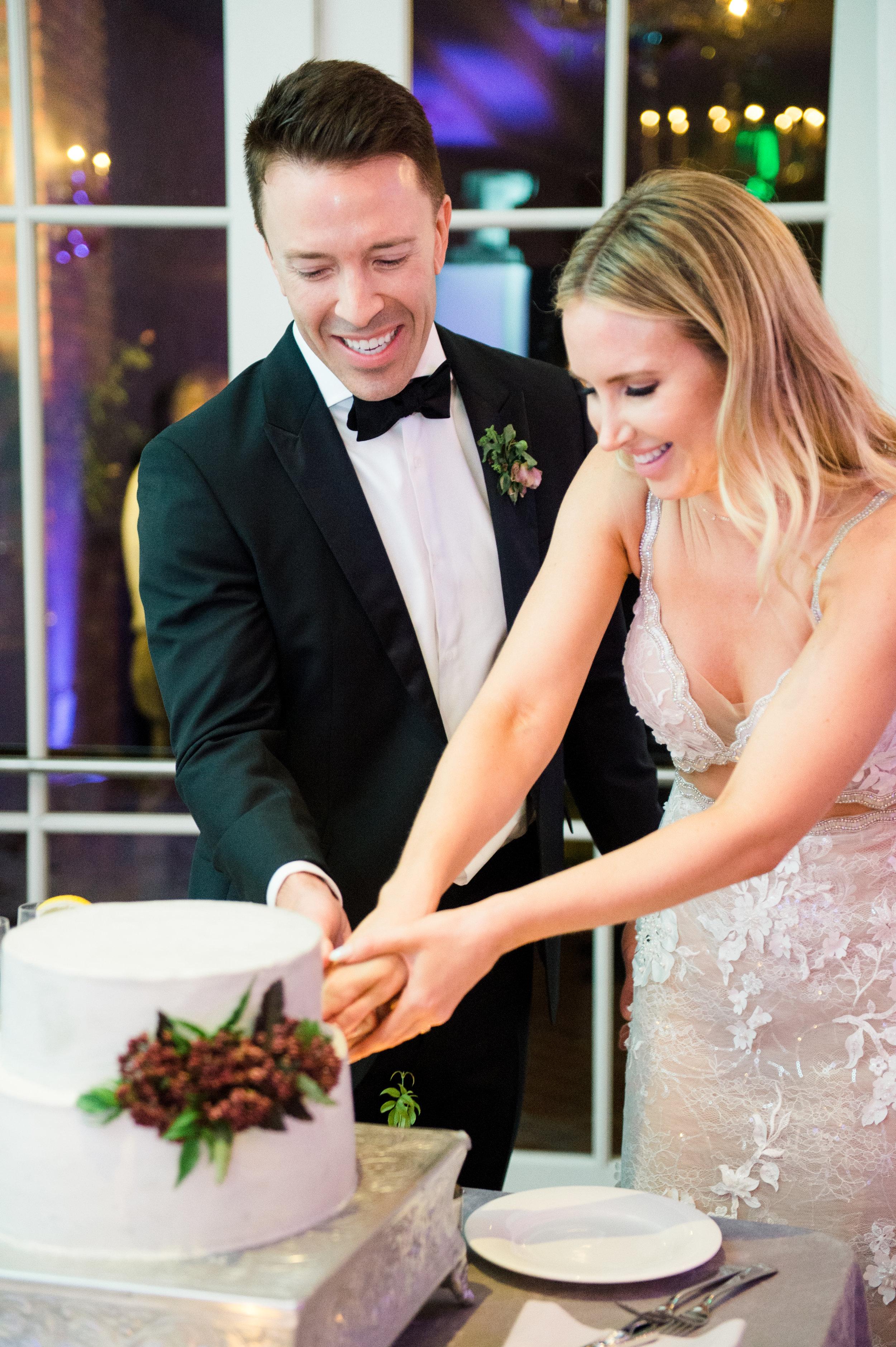 www.santabarbarawedding.com | Belmond El Encanto | Event of the Season | Taryn Grey Photo | Cutting the Cake