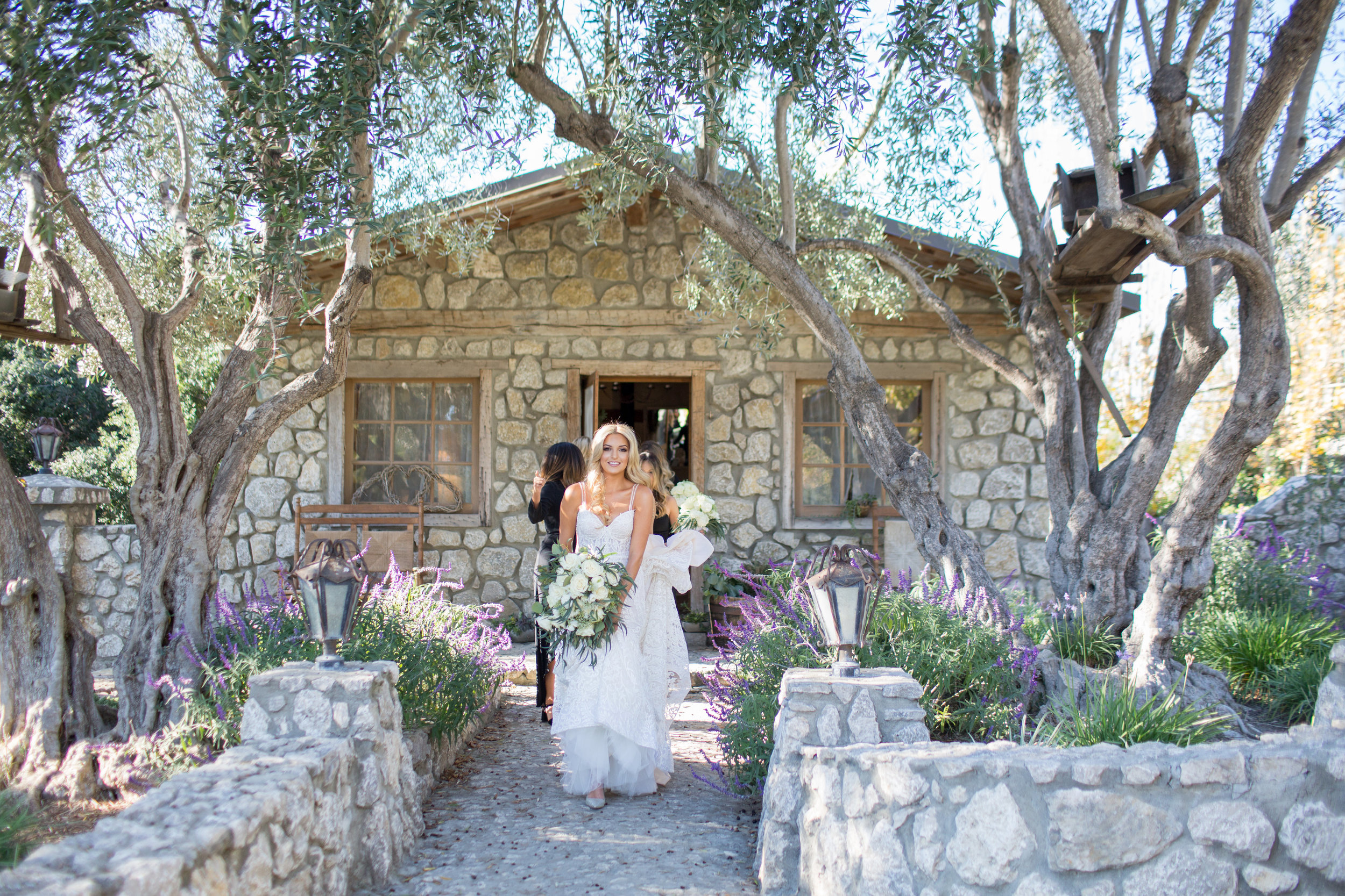 www.santabarbarawedding.com   Whispering Rose Ranch   Ann Johnson Events   Anna J Photo   Bride Leaving for Ceremony
