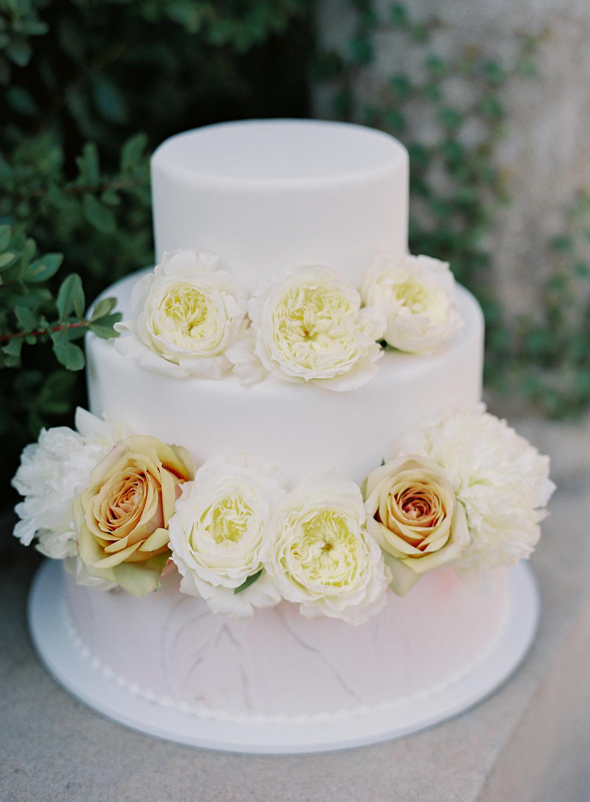 www.santabarbarawedding.com | Besame Floral | Carrie King Photography | Styled Shoot | Wedding Cake