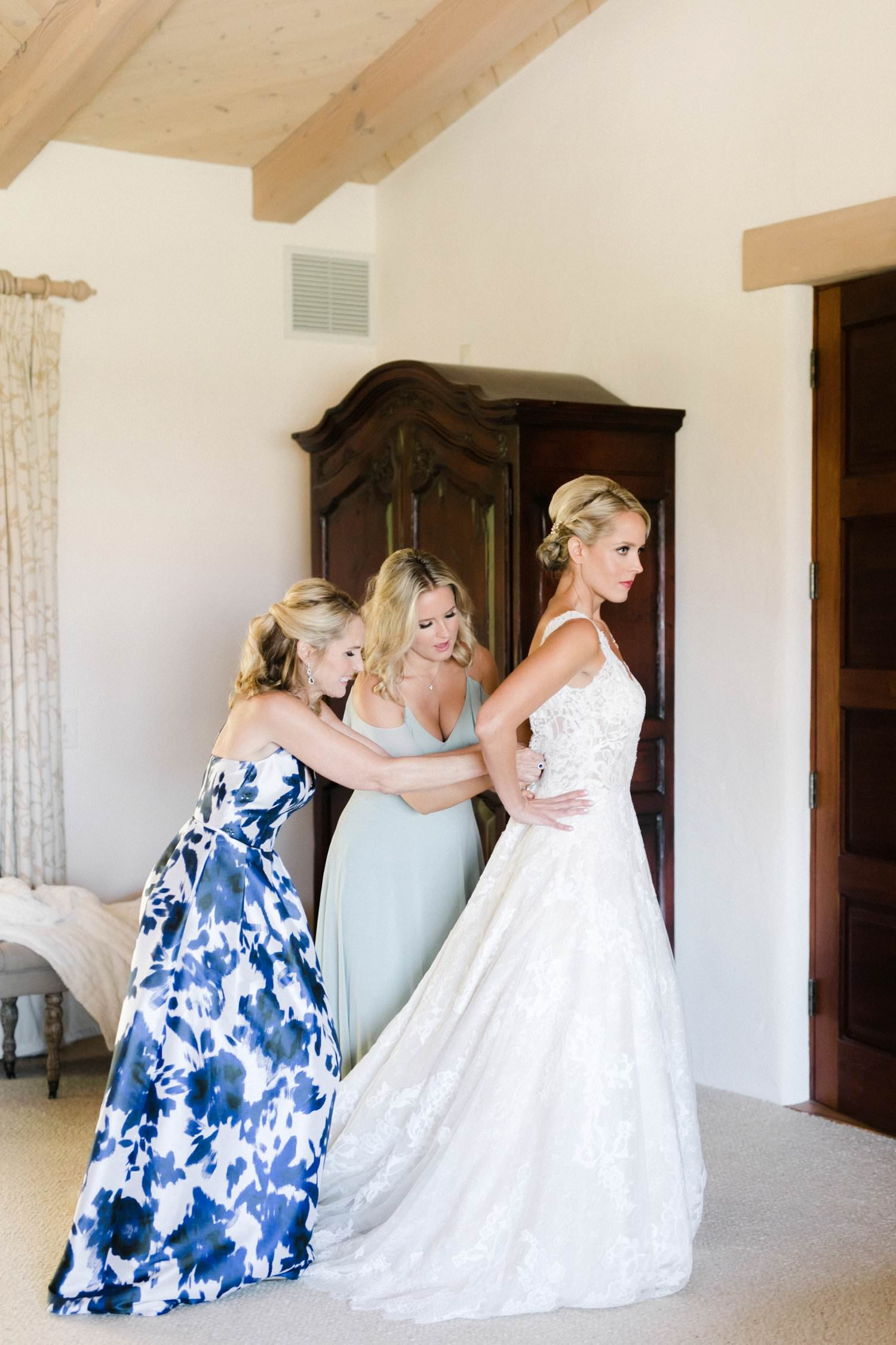 www.santabarbarawedding.com | Anne Delores | Rancho Bella Vista | Wild Heart Events | Bride getting ready