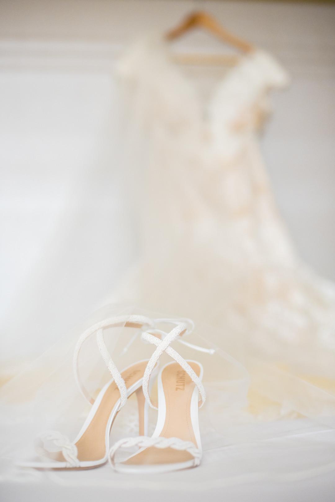 www.santabarbarawedding.com | ByCherry Photo | Hilton Beachfront Resort | Dulce Dia Events | Bride's Shoes