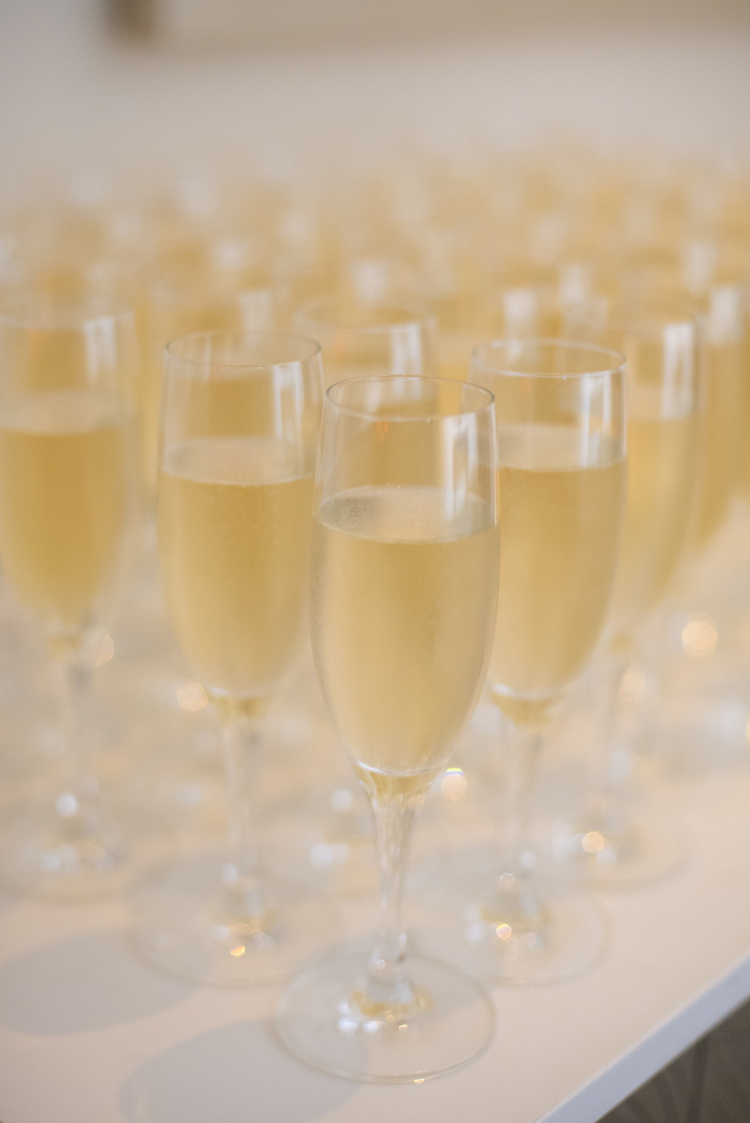 www.santabarbarawedding.com | ByCherry Photo | Hilton Beachfront Resort | Dulce Dia Events | Champagne
