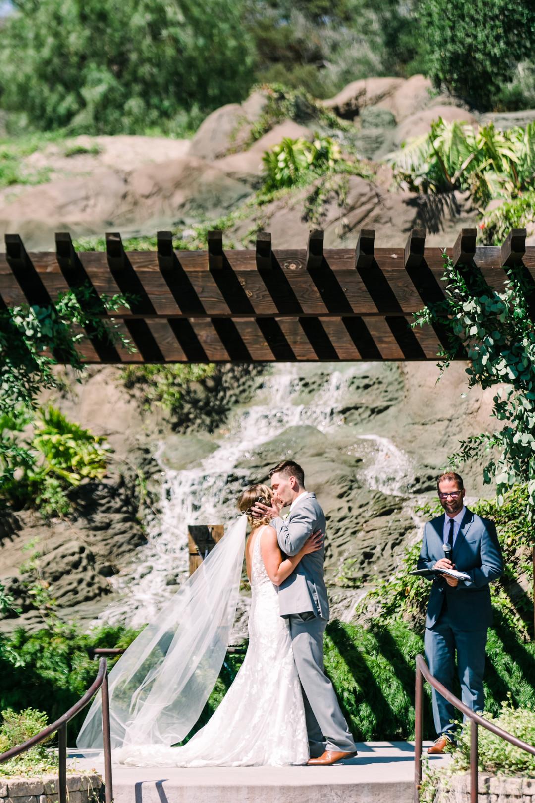 www.santabarbarawedding.com | Loriana | Hannah Kate Photo | The Kiss