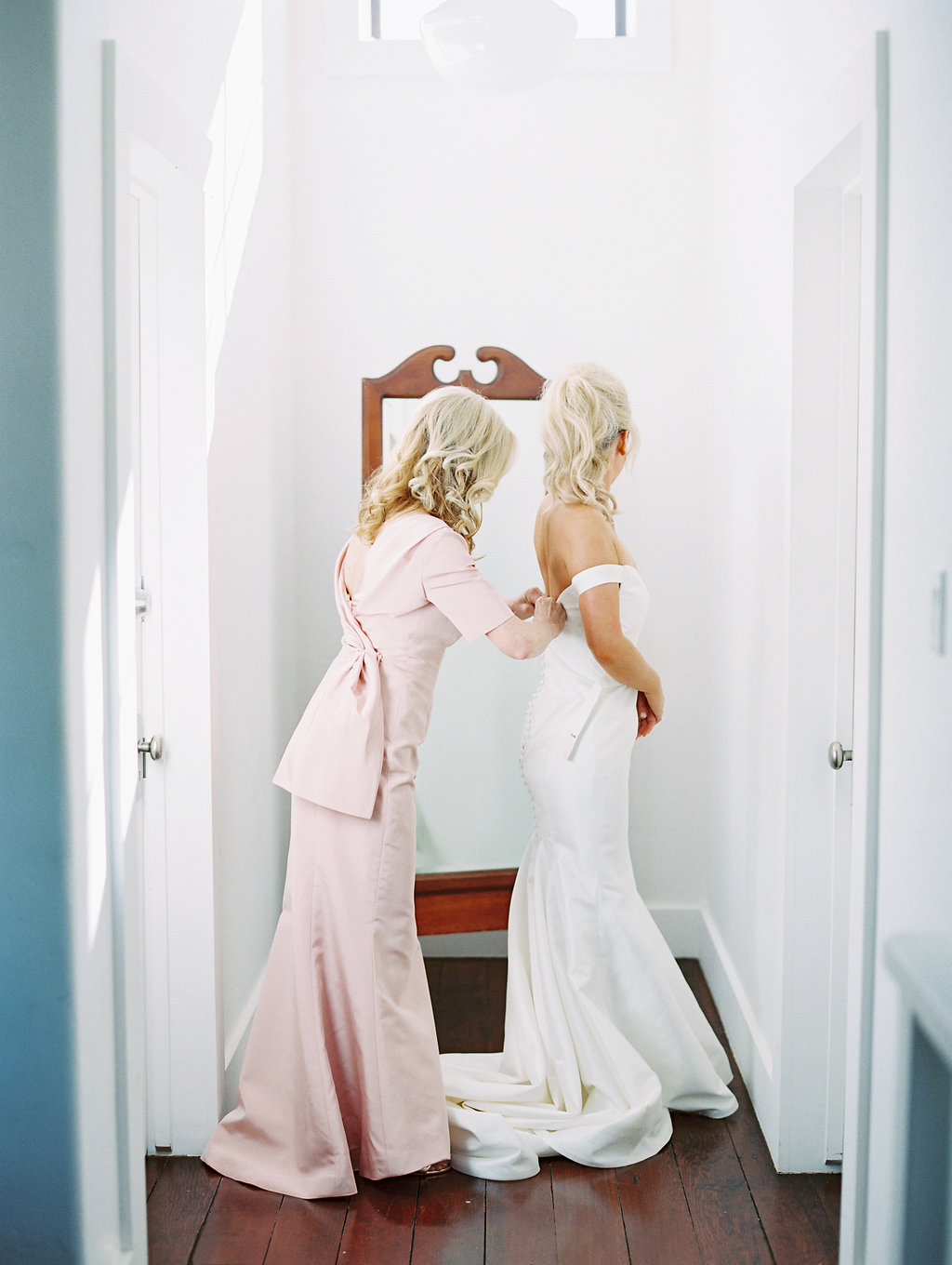 www.santabarbarawedding.com | Soleil Events | Mattei's Tavern | Bride getting ready