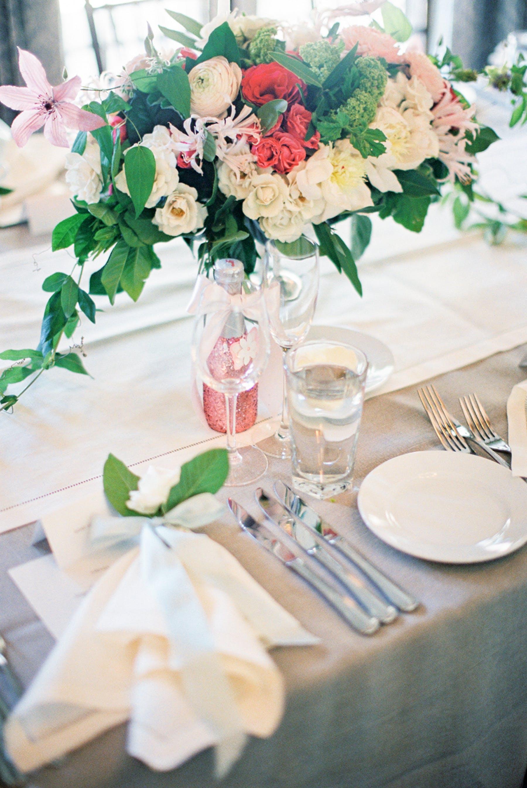 www.santabarbarawedding.com | Michael + Anna Costa Photography | San Ysidro Ranch | Twine Events | La Tavola Fine Linen Rentals | Table Arrangements