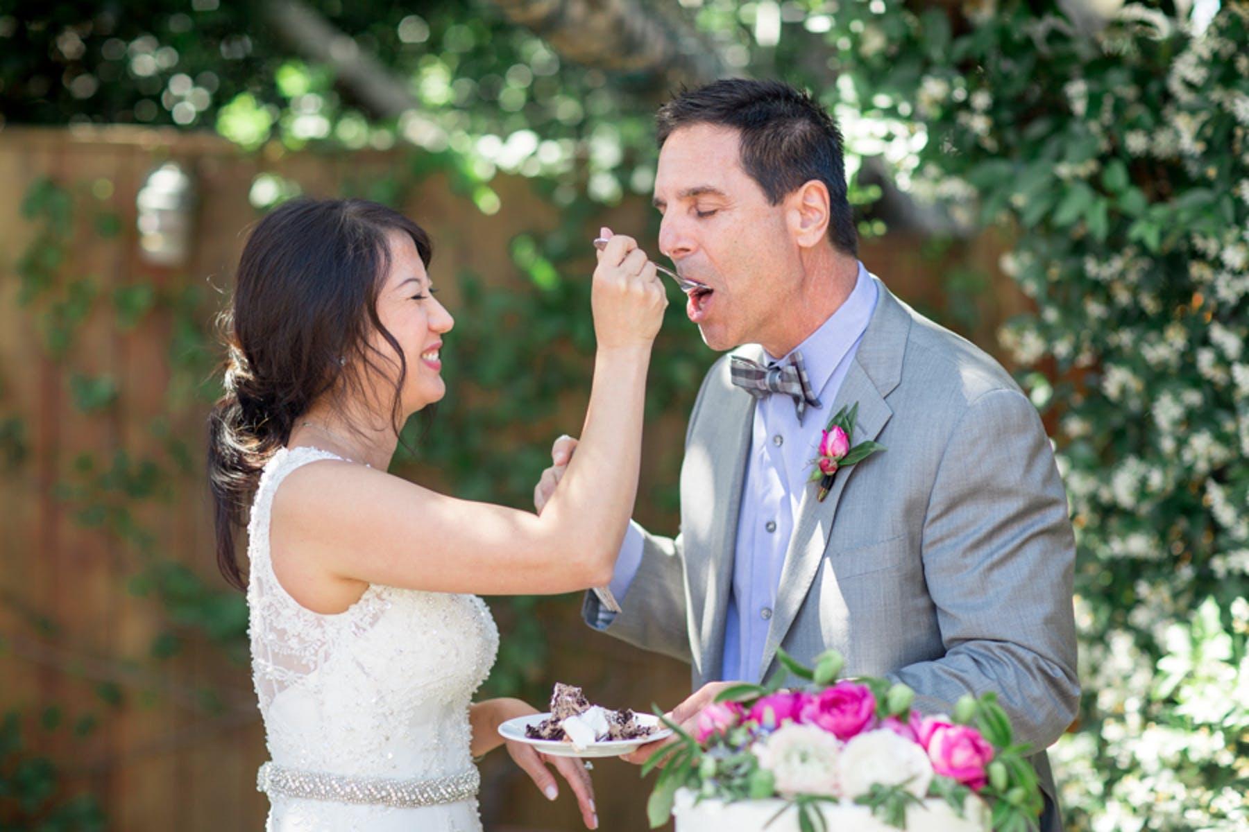 www.santabarbarawedding.com | Michael + Anna Costa Photography | San Ysidro Ranch | Twine Events | Bride and Groom Eat Cake