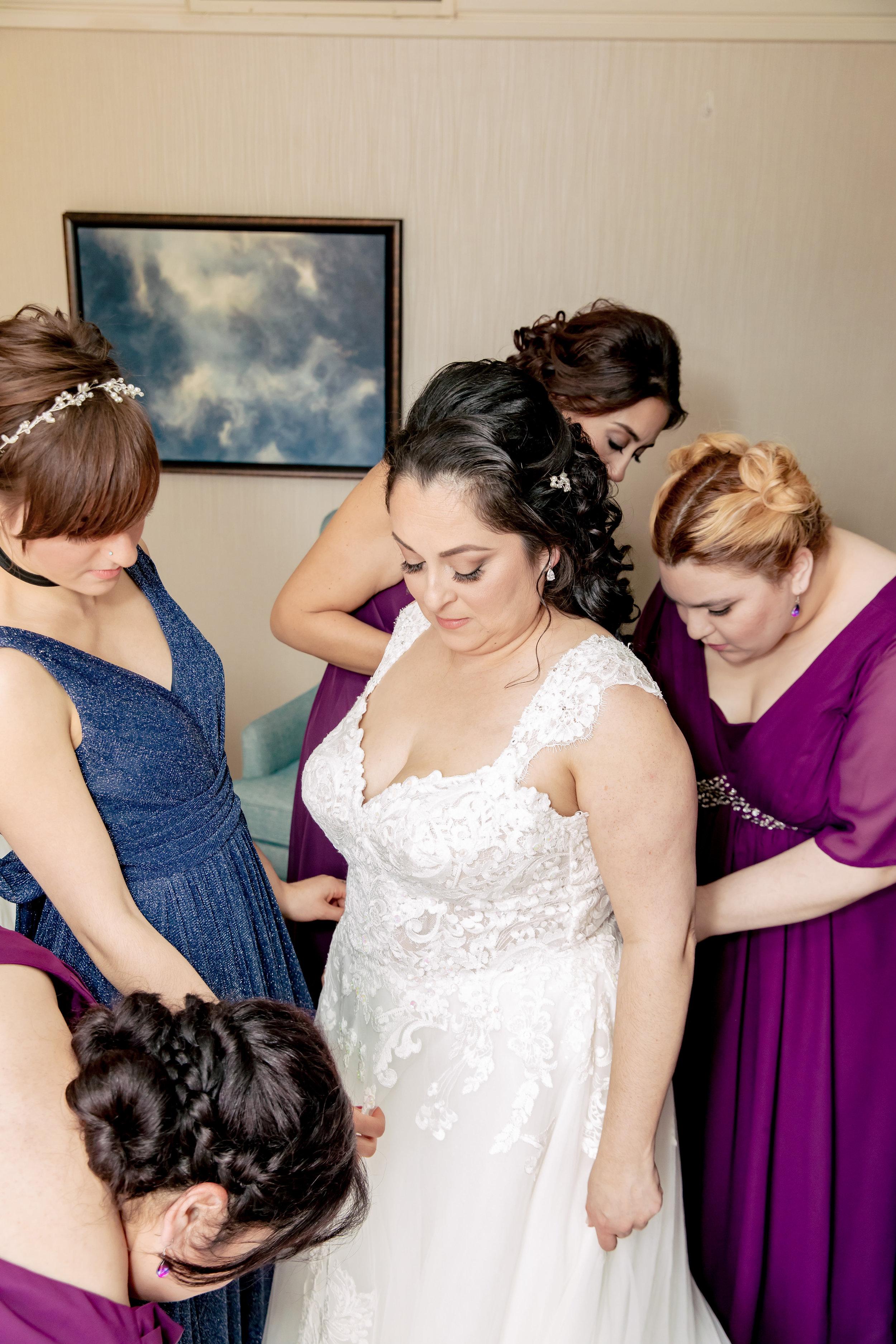 www.santabarbarawedding.com | Rewind Photography | Rockwood Women's Club | Burlap & Bordeaux | Kiss the Bride | Bridesmaids Help the Bride