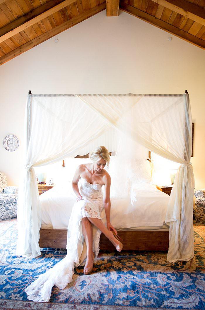 www.santabarbarawedding.com | Kristen Beinke | San Ysidro Ranch | Alexandra Kolendrianos | Monique L'huillier | Bride Puts on Her Shoes