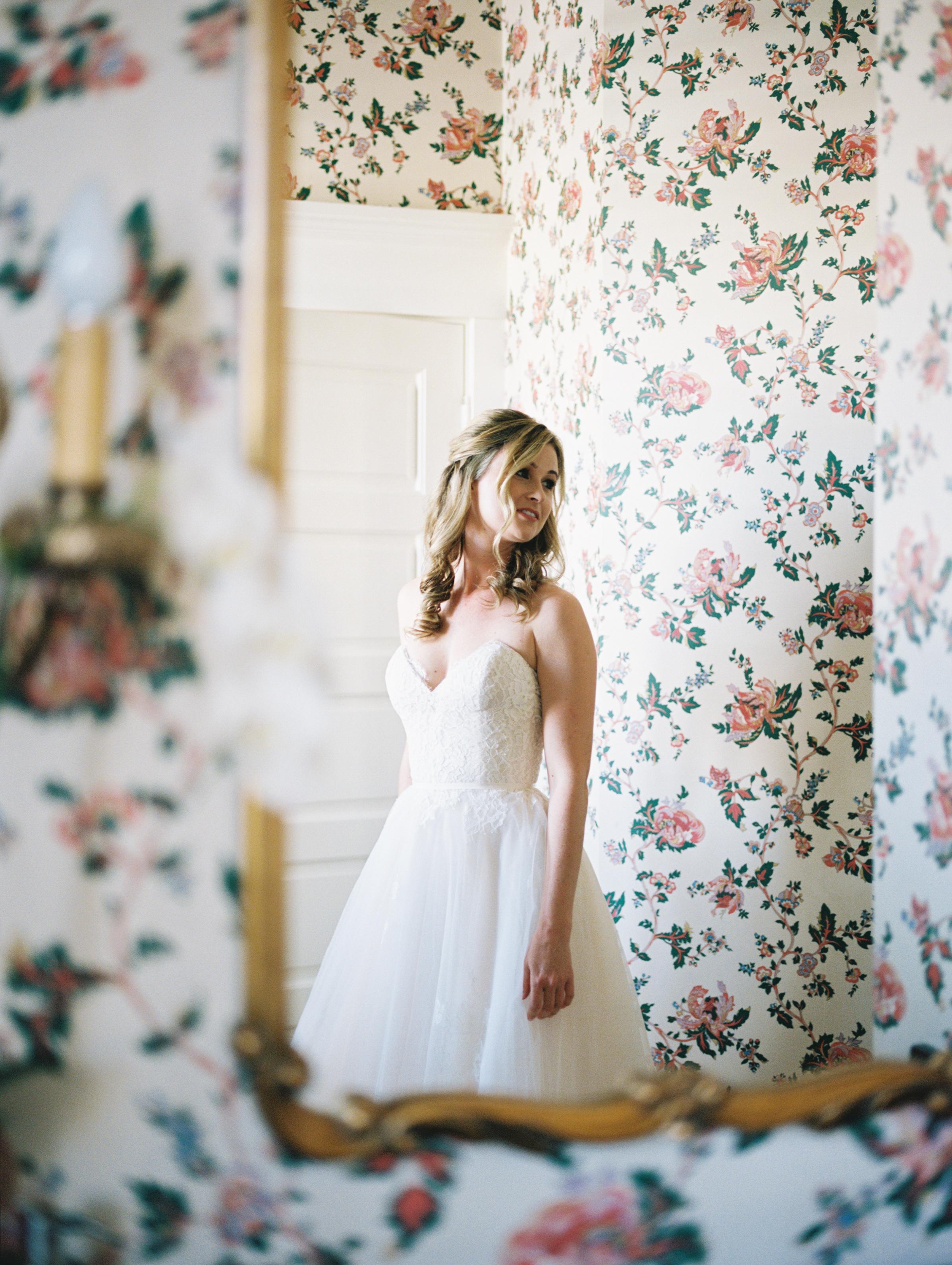 www.santabarbarawedding.com | Ryanne Bee Photography | The Santa Barbara Club | Monique L'Huillier | Carlyle Salon | Bride Before the Ceremony