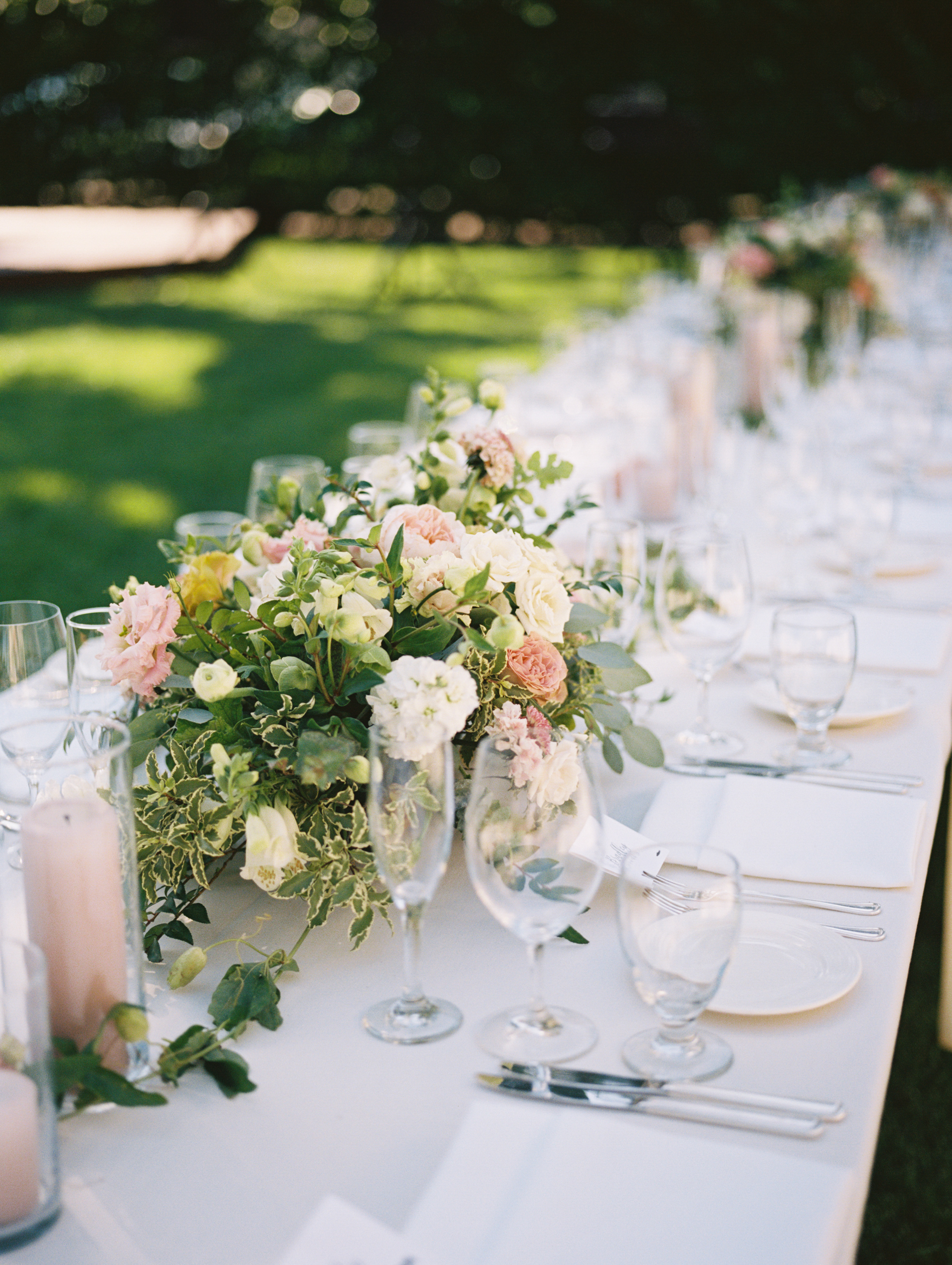www.santabarbarawedding.com | Ryanne Bee Photography | The Santa Barbara Club | Reception Tables Set-Up