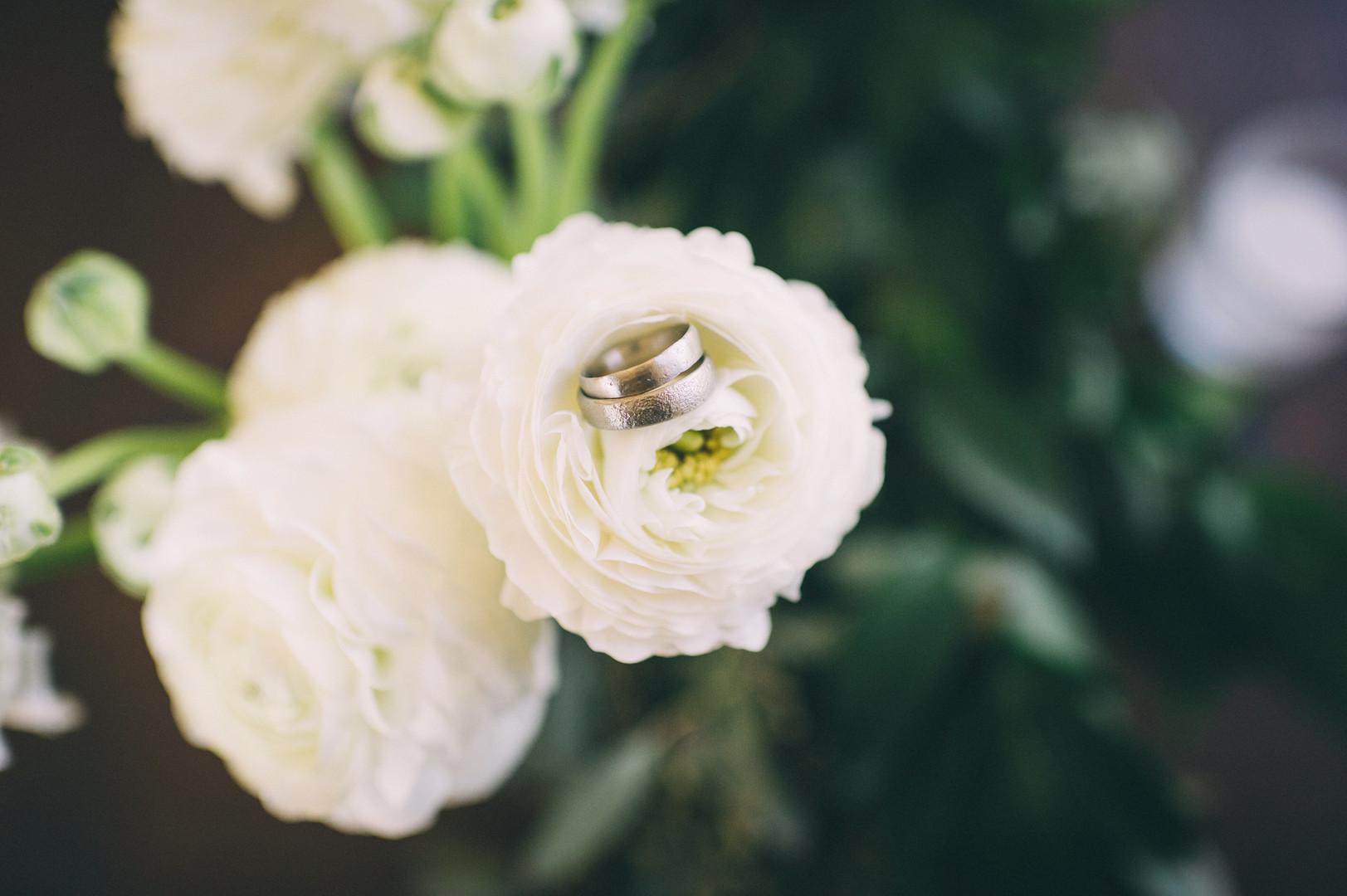 www.santabarbarawedding.com | Sarah Katherine Davis Photography | Santa Barbara Museum of Natural History | Wild Heart Events | Ella and Louie Floral Studio | White Flowers and Rings