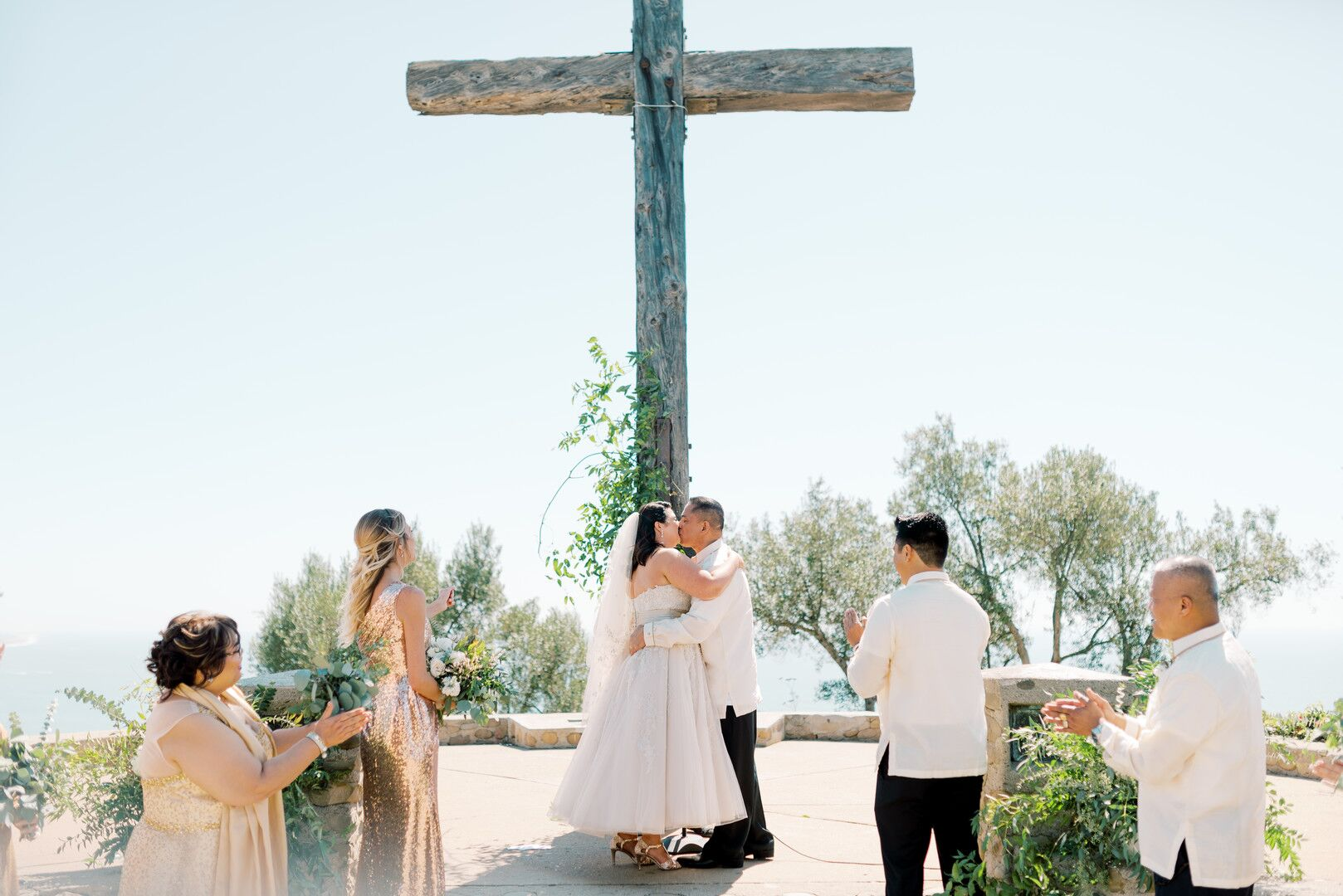 wwww.santabarbawedding.com | Planner: Vintage Heart Events | Ceremony Venue: Serra Cross Park | Photographer: Haley Richter Photography | Bride and Groom Kiss