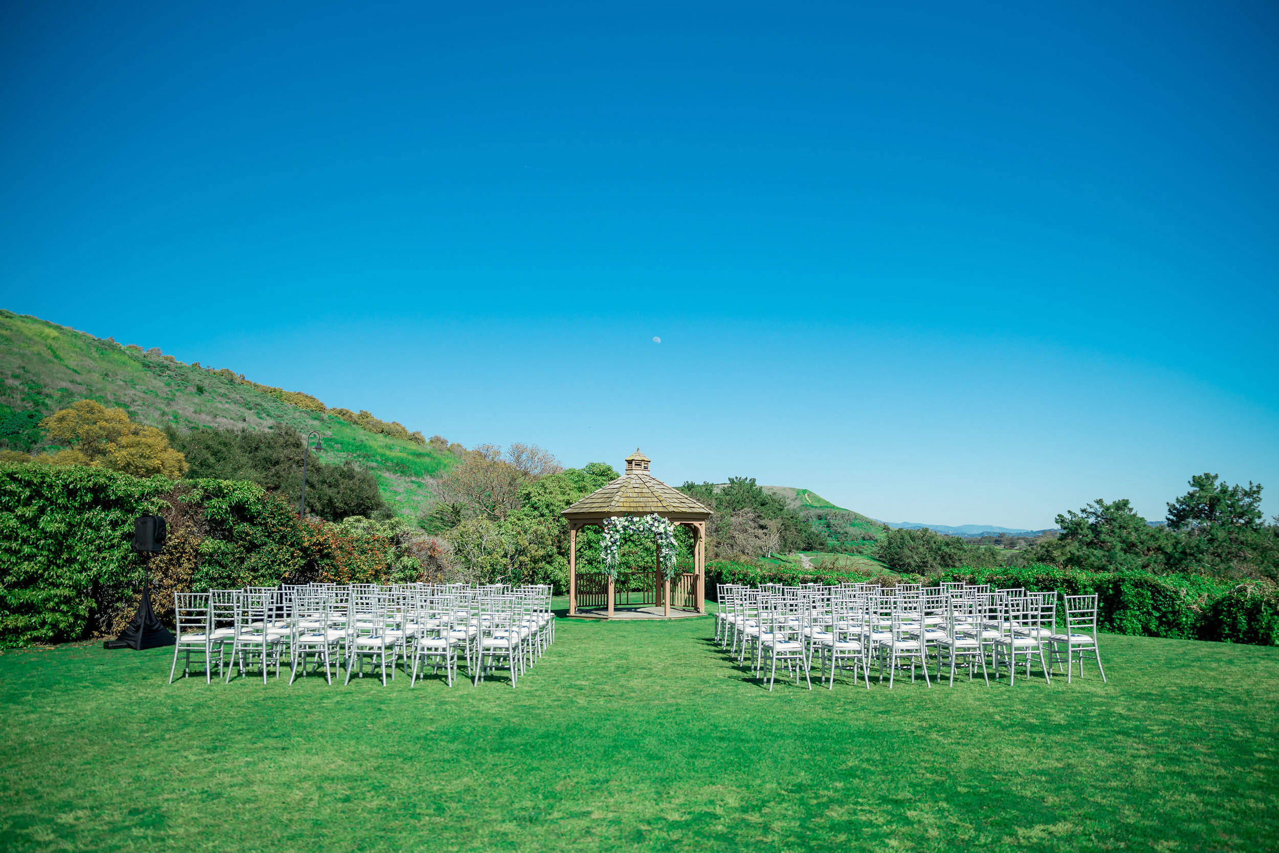 www.santabarbarawedding.com | Johanna and Wing | KB Events | Santa Barbara Chairs