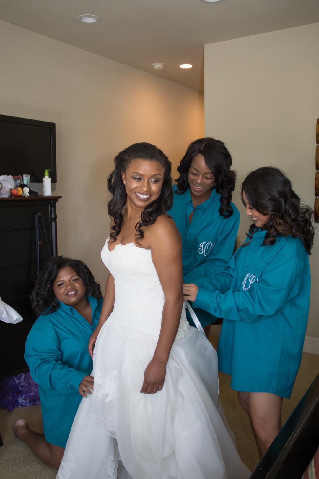 www.santabarbarawedding.com | Renoda Campbell | Weddings by Bobbie | Ventana Grill Events | Bride getting ready