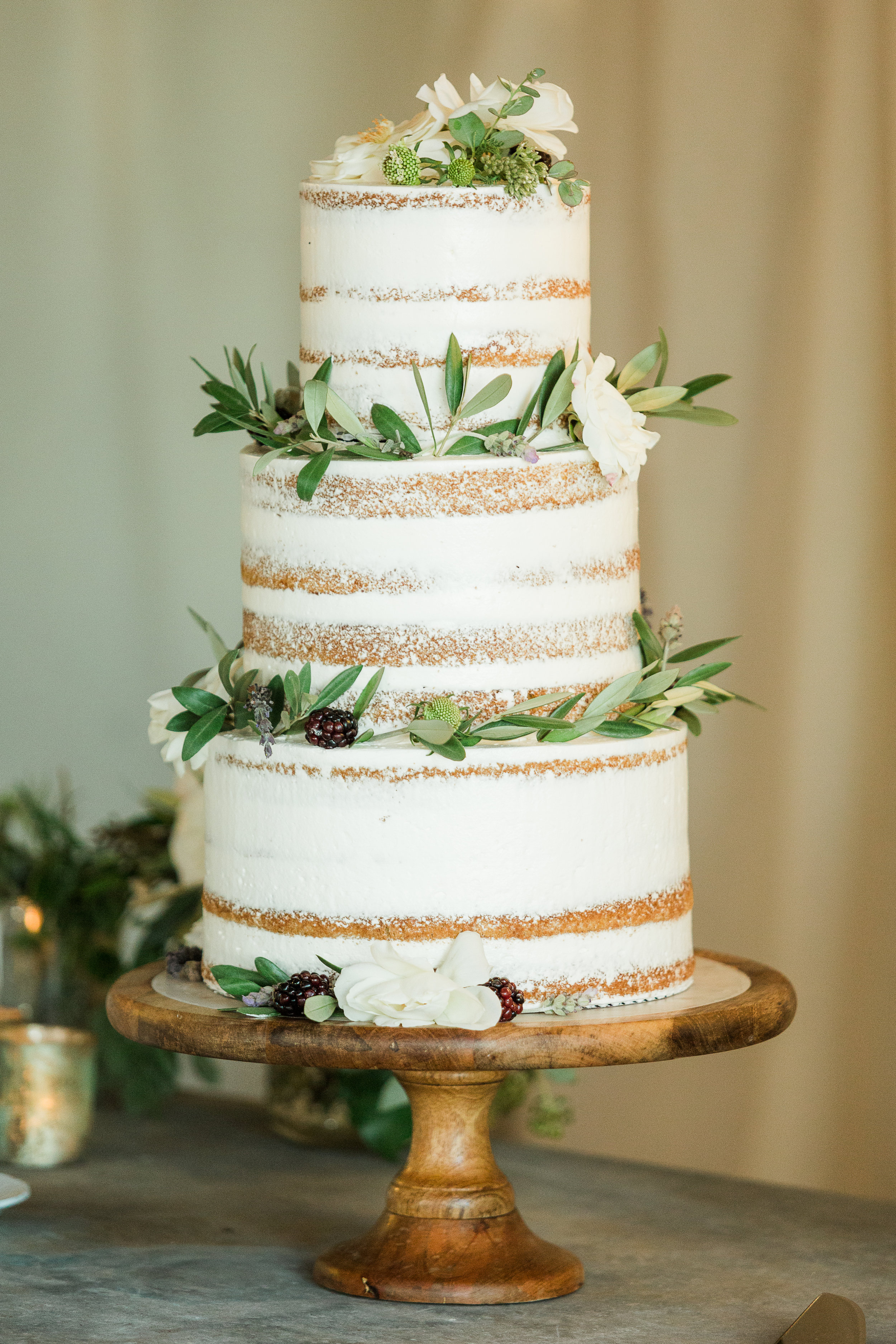 www.santabarbarawedding.com | Whitney Turner Photography | Parsons Ranch | Events by Rincon | Margaret Joan Florals | Lelé Påtisserie | Wedding Cake