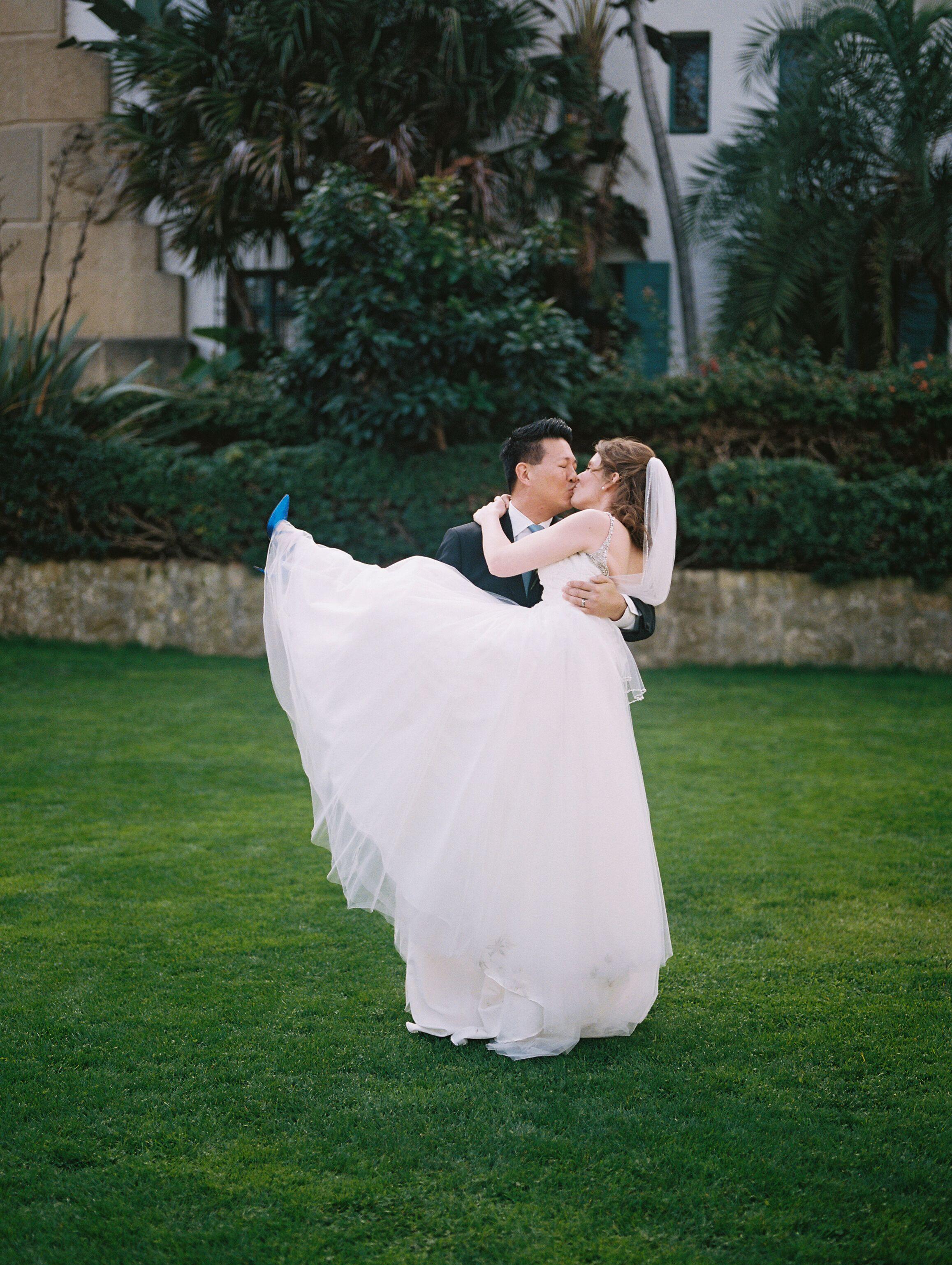 www.santabarbawedding.com | Venue: Santa Barbara Courthouse | Photography: Ryanne Bee Photography | Officiant: Santa Barbara Classic Weddings | Bride and Groom Romantic Kiss
