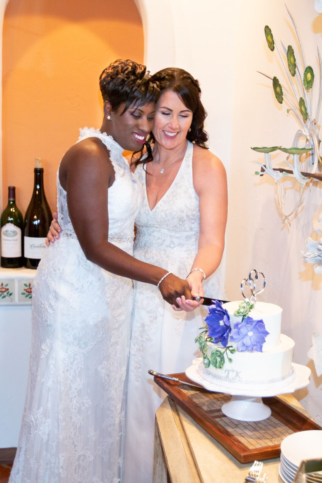 www.santabarbarawedding.com | Venue: The Casitas of Arroyo Grande | Photographer: Renoda Campbell Photography | Second Shooter: John Patrick Images |  Brides Cutting Cake