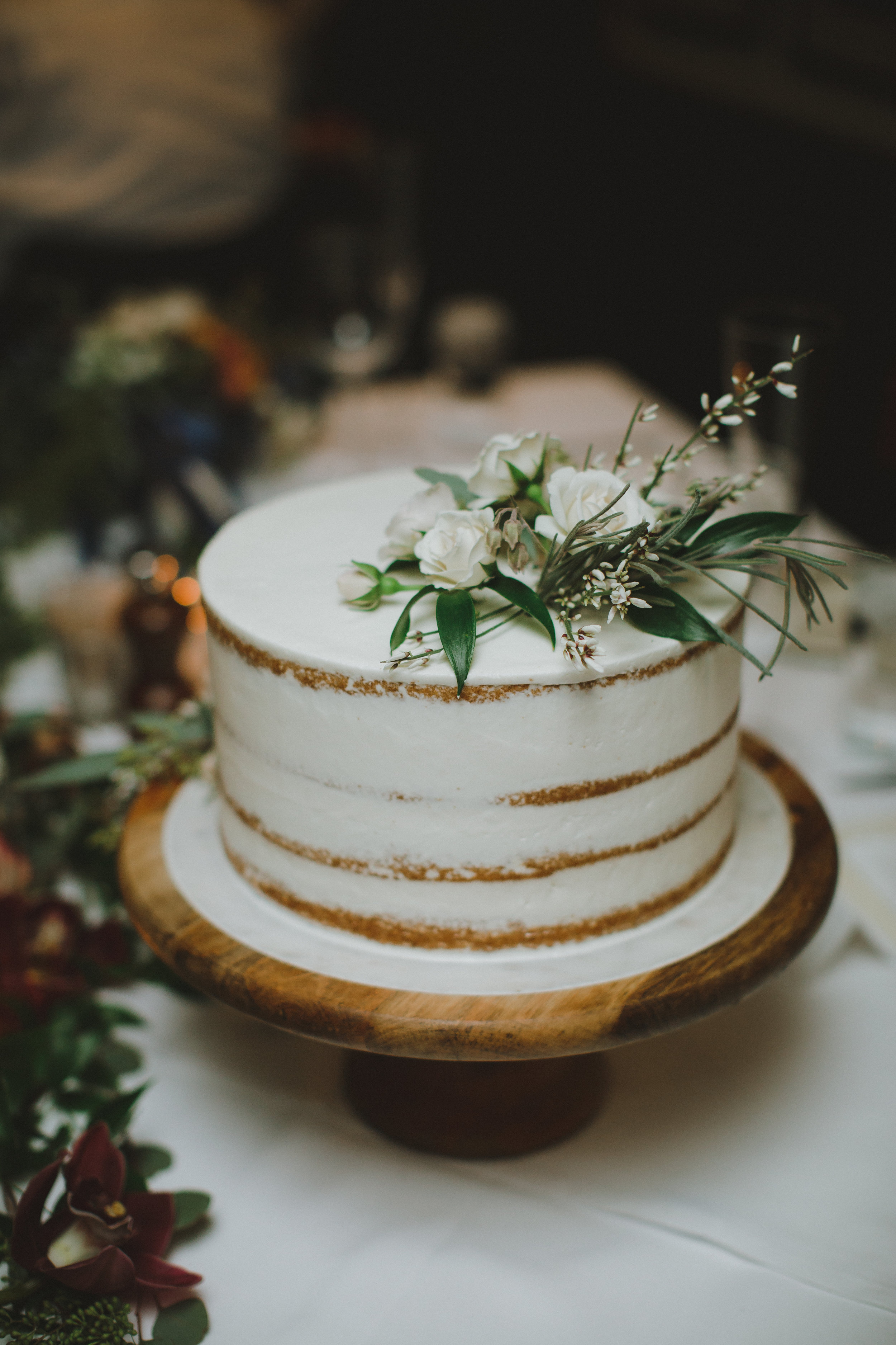 www.santabarbarawedding.com | Ryanne Bee Photography | Santa Barbara Courthouse | Lucky's in Montecito | Wedding Cake