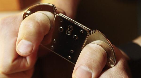 thumb_cuffs.jpg
