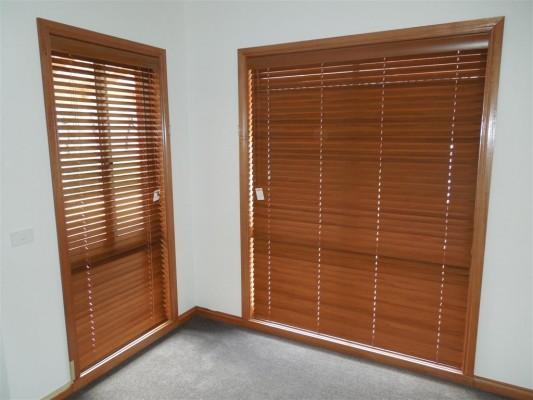 Curtains 185-533x400.jpg