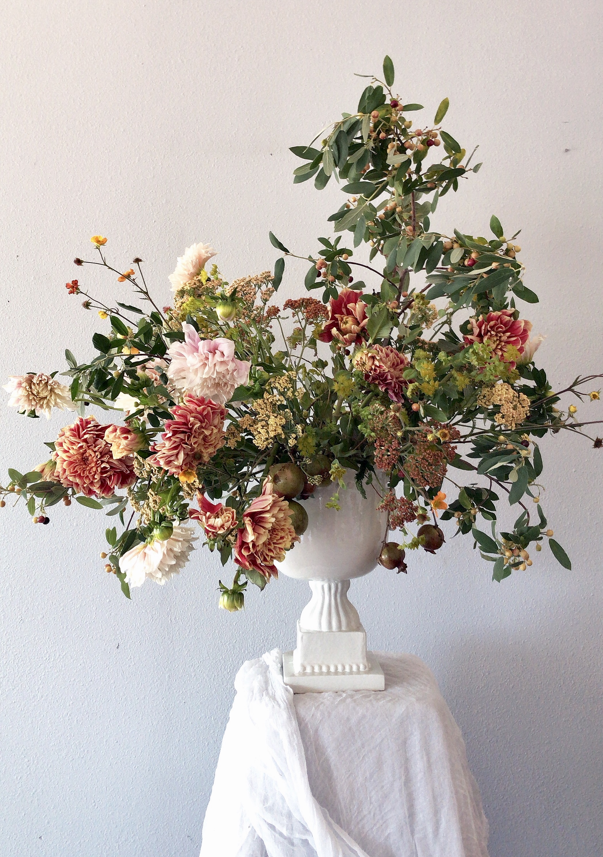 How To Create A Large Scale Foam Free Summer Floral Arrangement