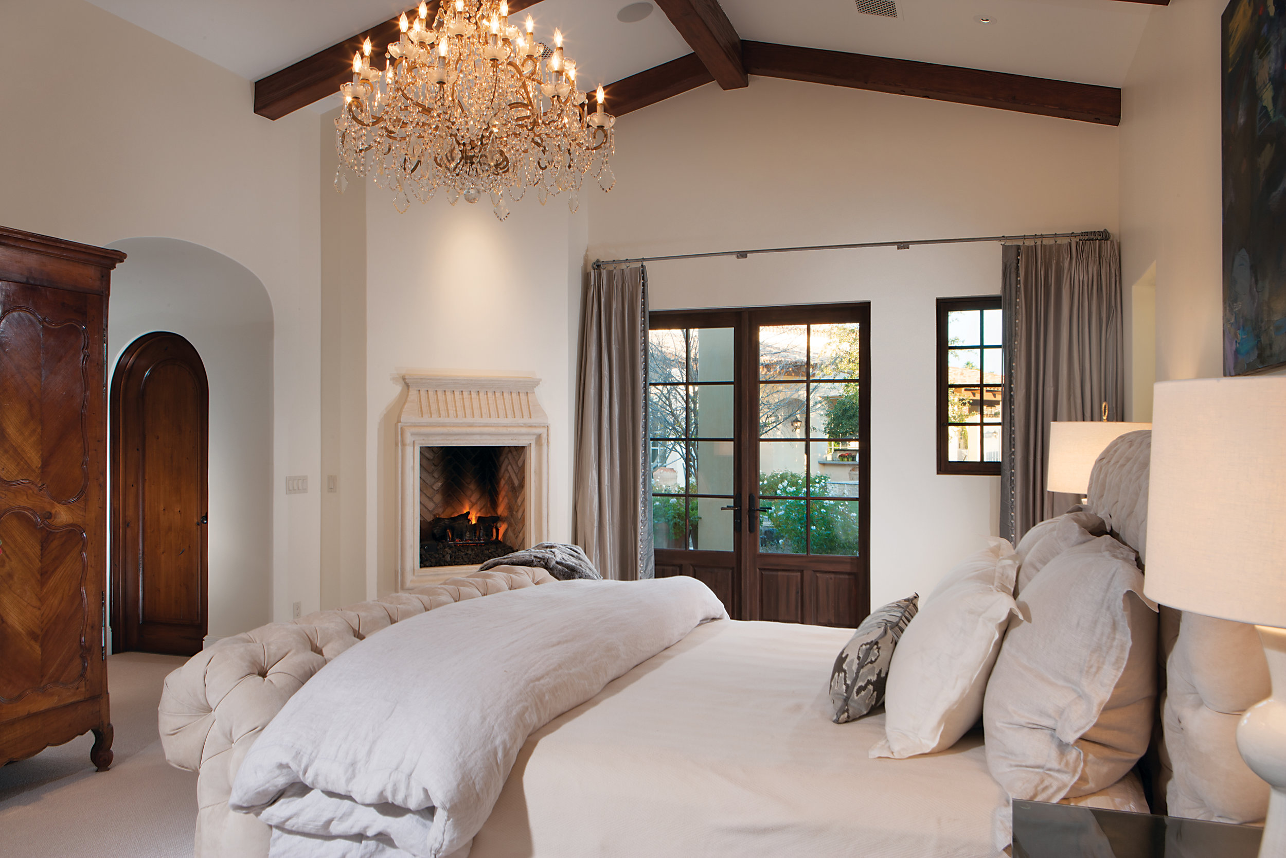 Master Bedroom w_fireplace.jpg