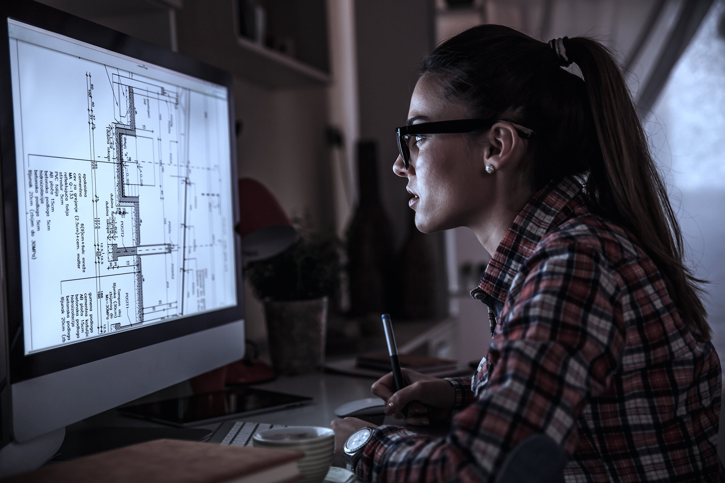 Mujer Computadora Calido.jpg