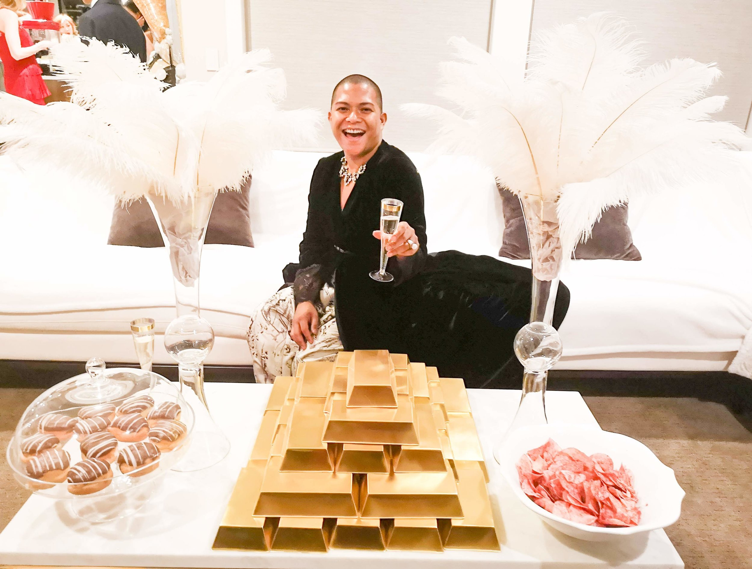 With gold bars, sweets and salty - cheers to 2019!!! Thank you to our lovely hosts. xxx