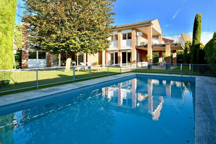 Beautiful mansion with swimming pool in Collina d'Oro, Lugano for sale. Click the image for more information