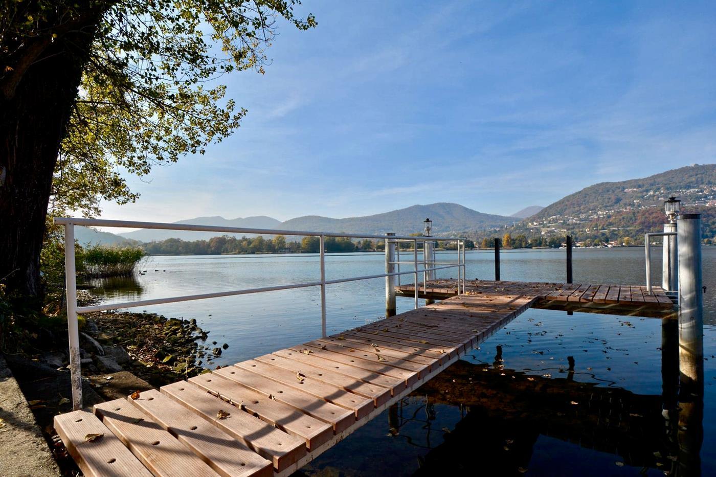 Bootsplatz mit privatem Garten direkt am See
