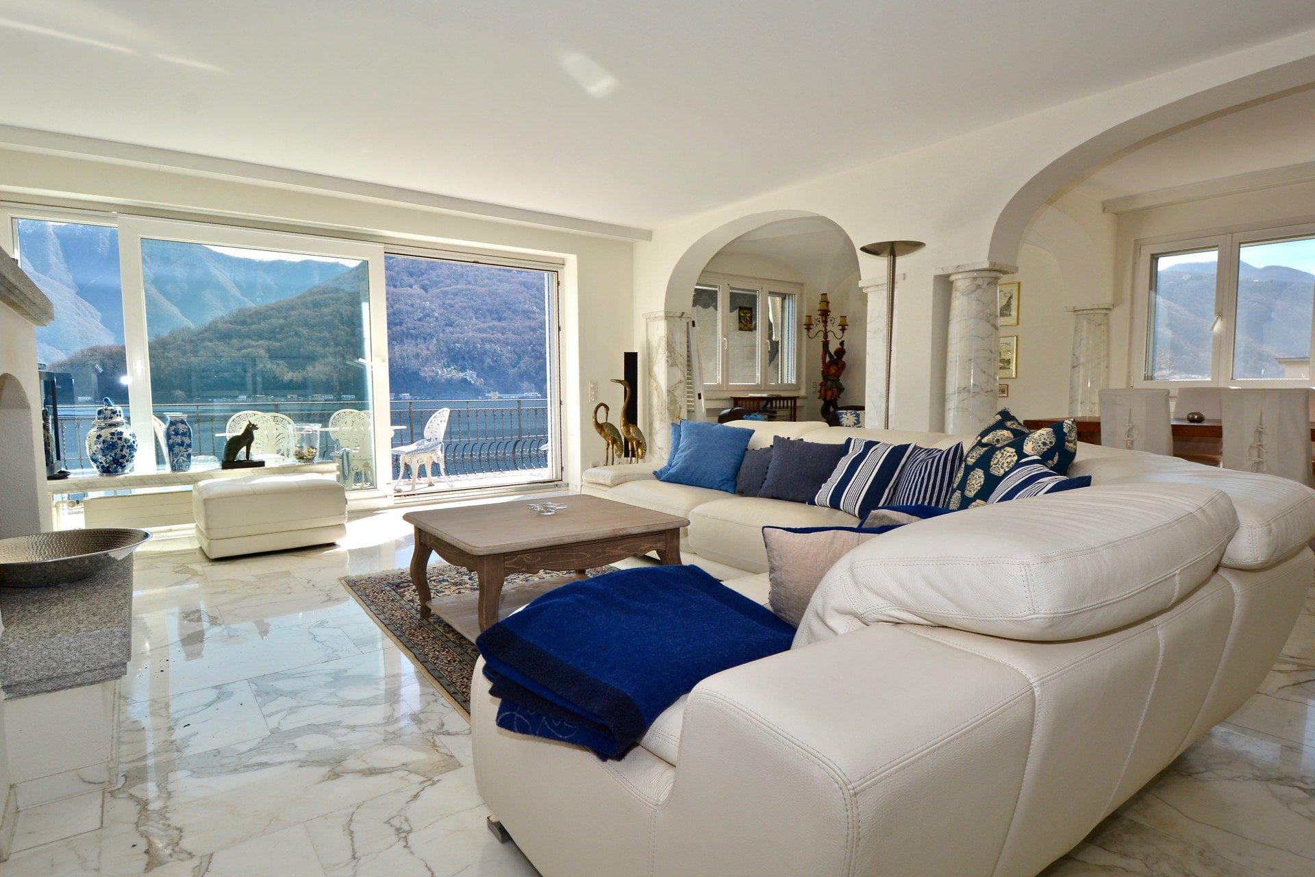 Splendida villa a Vico Morcote, Svizzera con accesso diretto al lago e due posti barca privati in vendita