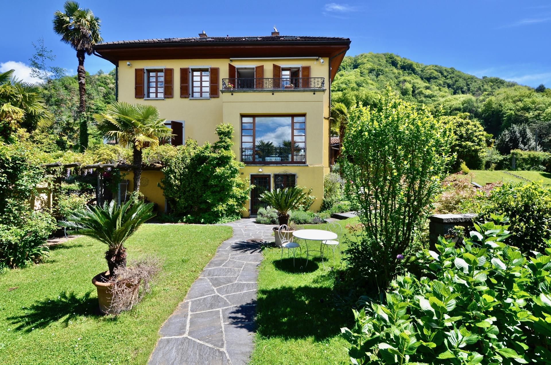 Villa direttamente al Lago di Lugano, Svizzera in vendita